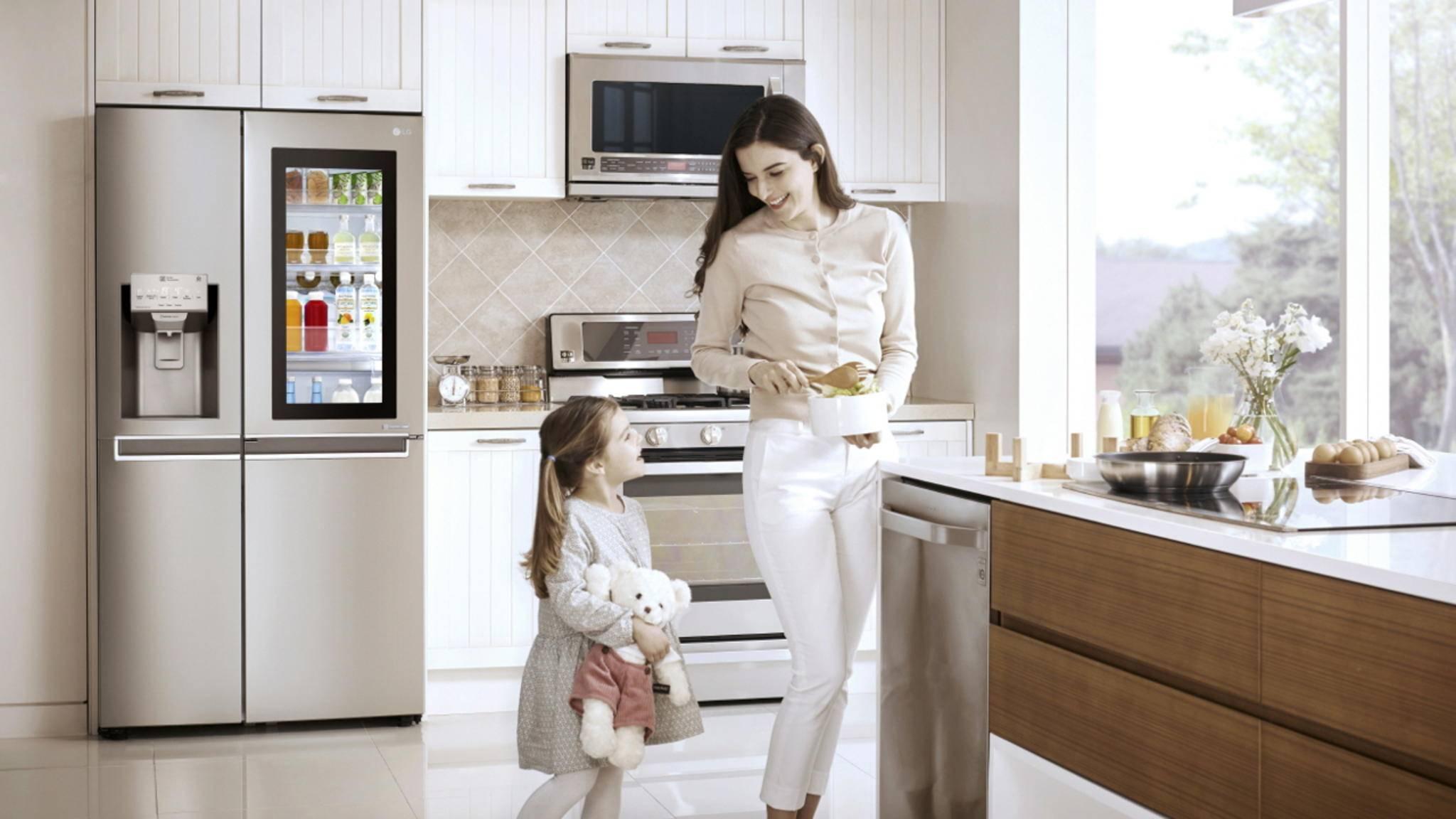 Smarte Kühlschränke von LG können in Zukunft mit Alexa und dem Google Assistant gesteuert werden.