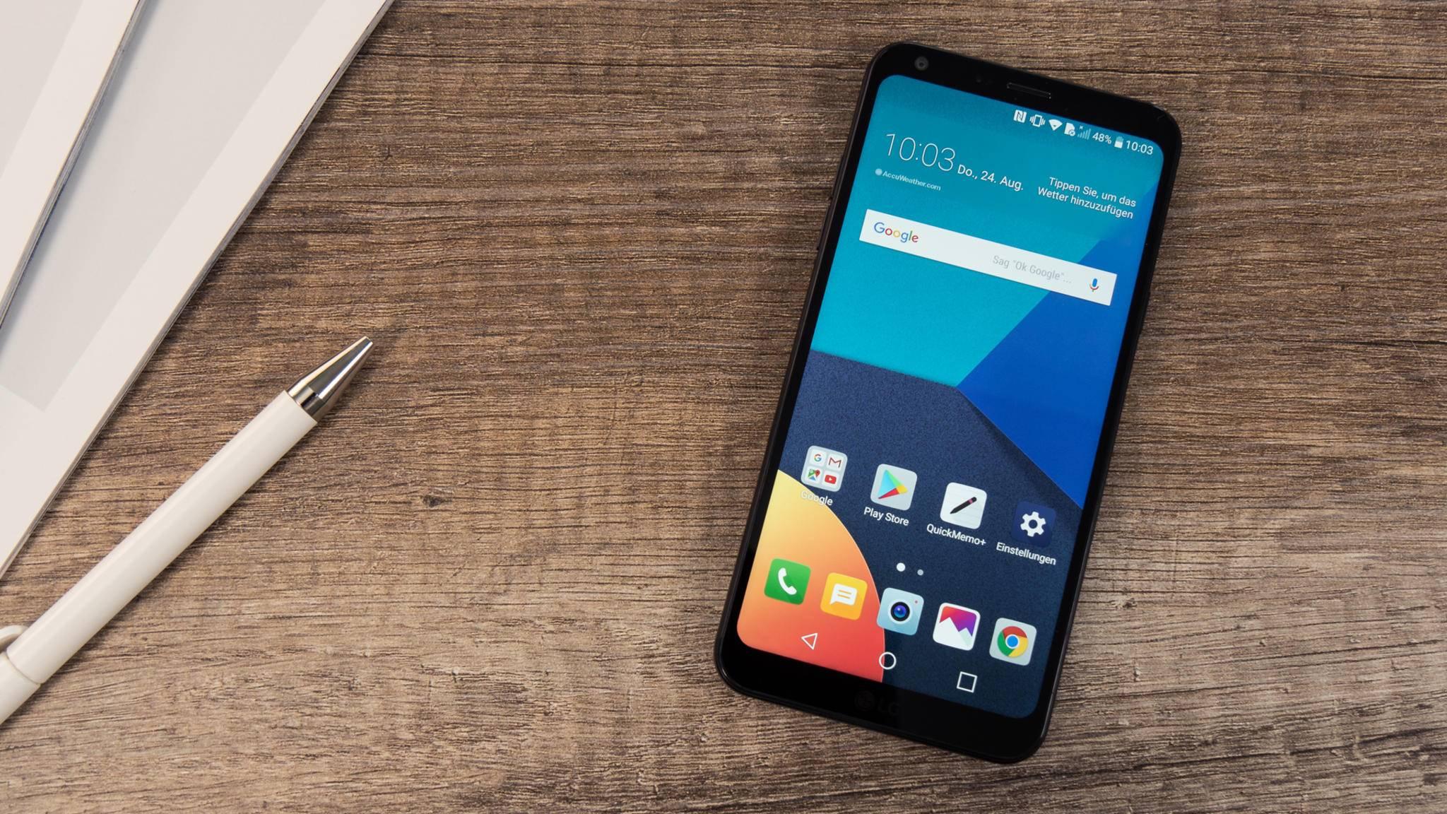 Das LG Q6 bietet ein modernes 18:9-Display und relativ dünne Displayränder.