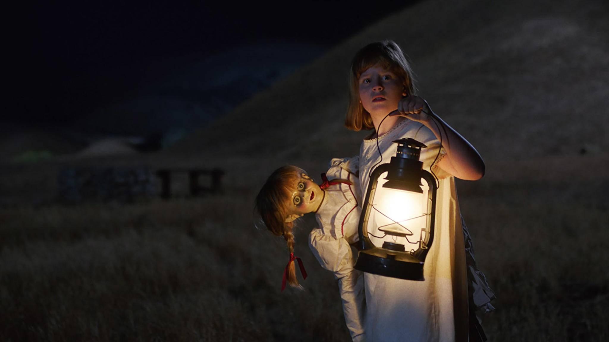 Puppe Annabelle setzt auch in ihrem zweiten Film auf Schockmomente im Stile der Grusel-Klassiker.