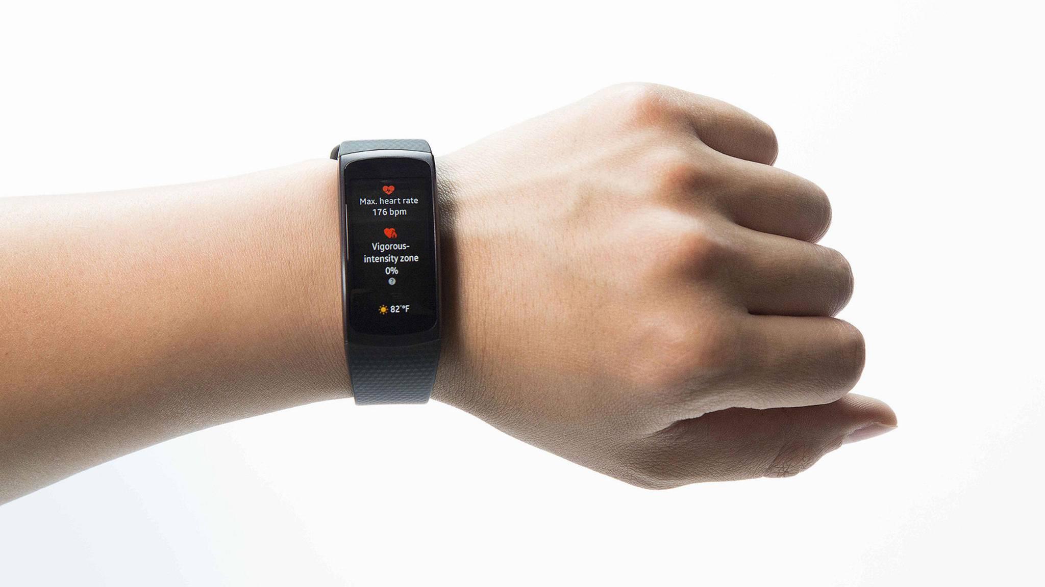 Abgesehn von der Uhrenschnalle dürfte sich die Samsung Gear Fit 2 Pro optisch nicht allzu sehr von der Gear Fit 2 unterscheiden.