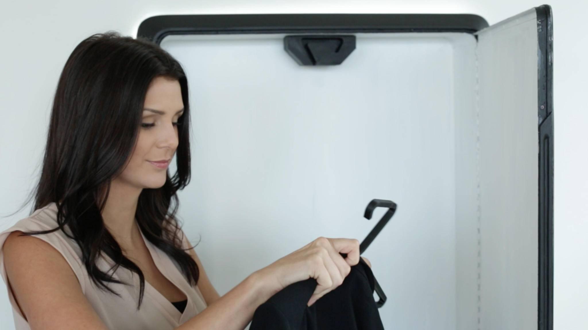 Bevor Kleidung in die Wäsche muss, kann es im Tersa Steam aufgefrischt werden.