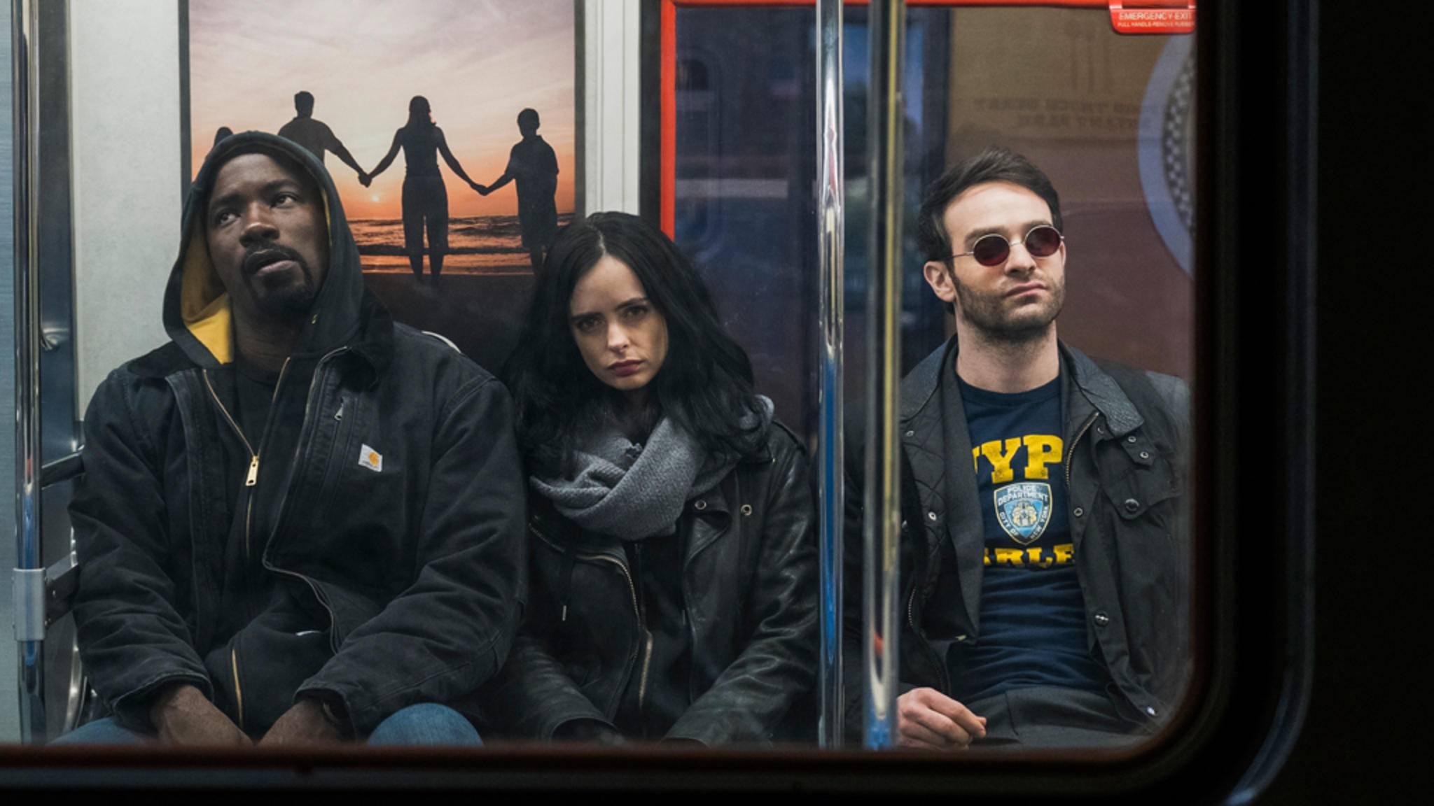 Jessica Jones (Krysten Ritter, Mitte) lässt ihre männlichen Kollegen in Sachen Beliebtheit hinter sich.