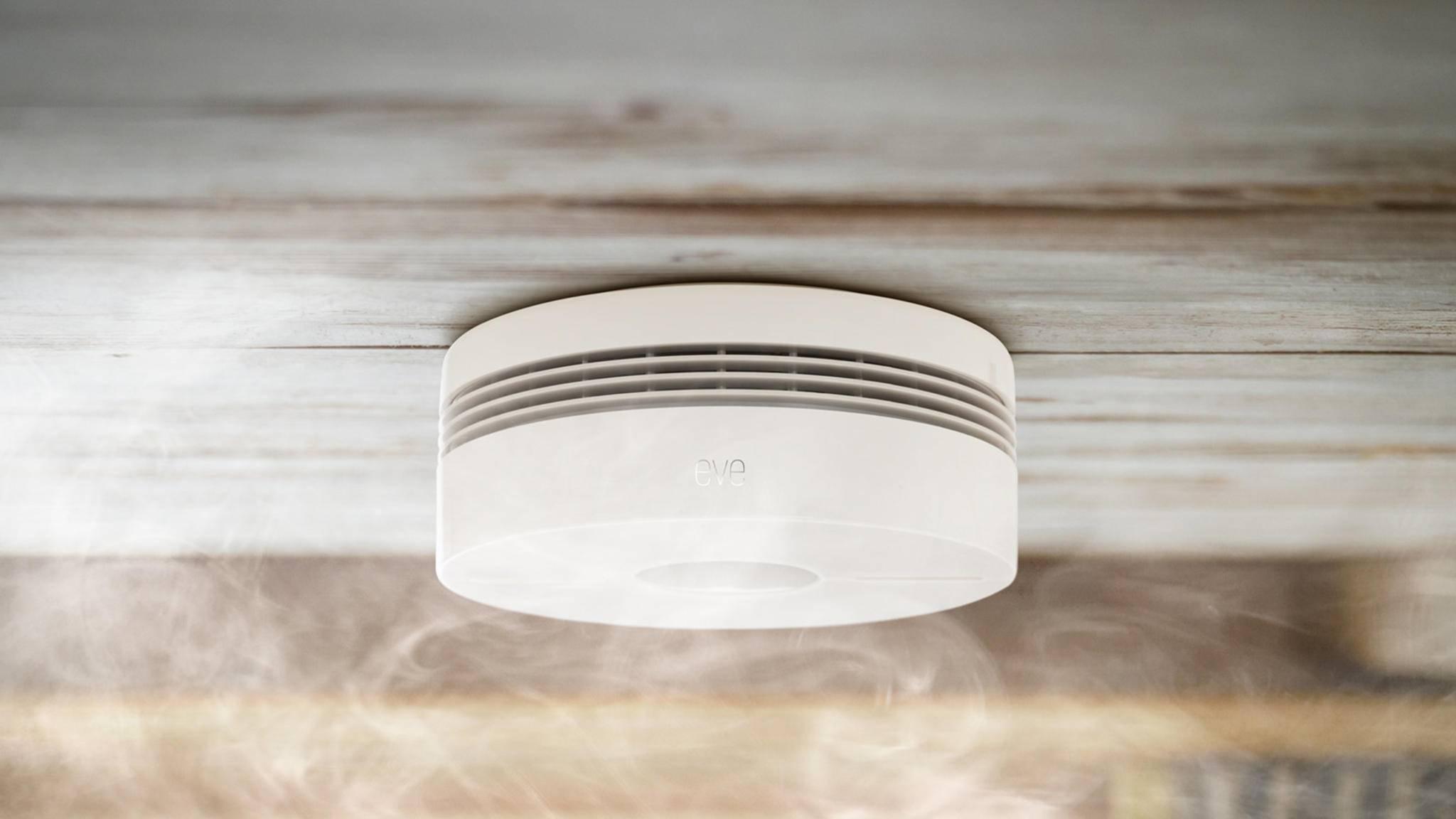 Der Rauchmelder Eve Smoke sendet einen Benachrichtigungsalarm direkt per Apple HomeKit.
