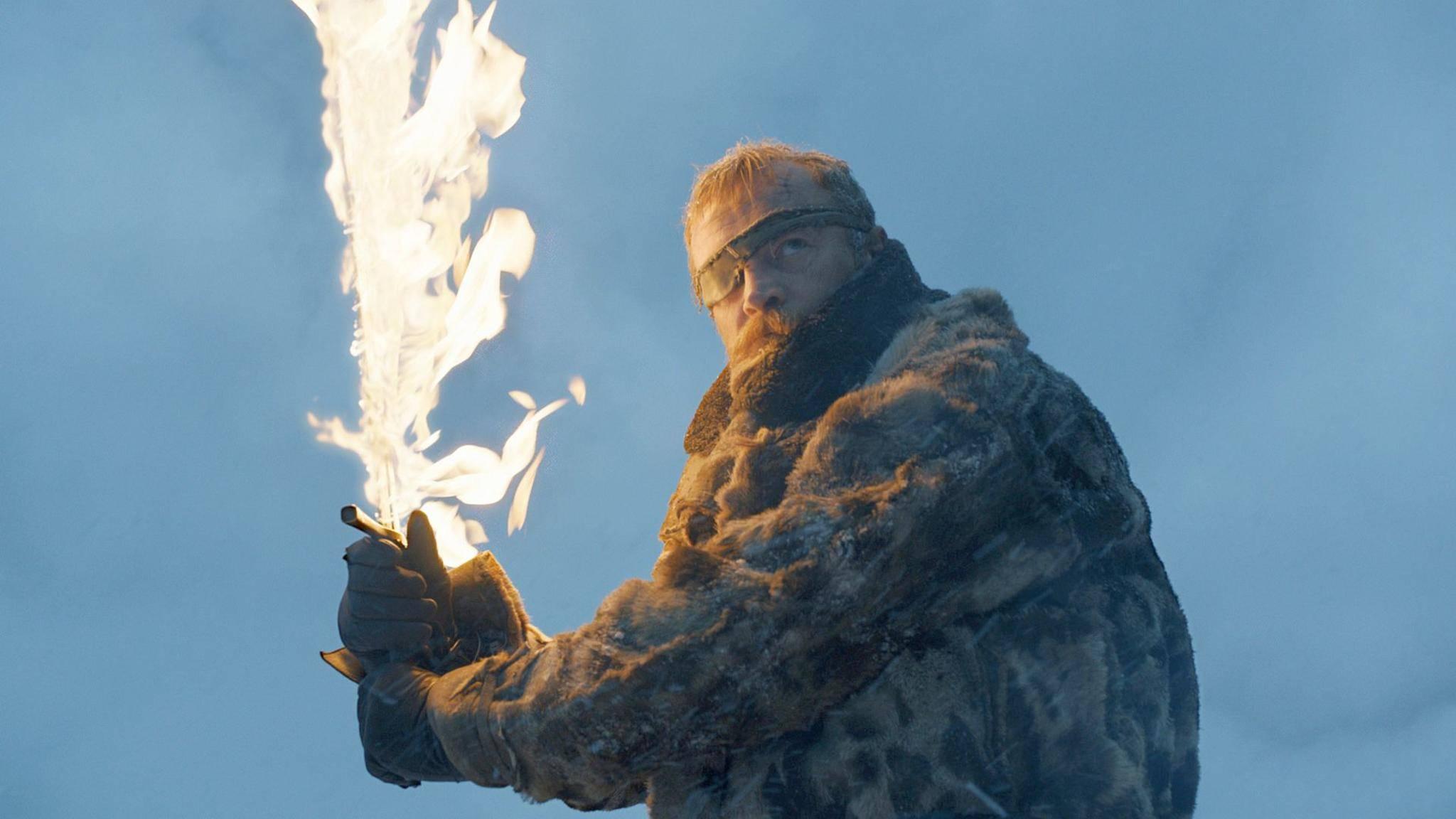 """Beric-Darsteller Richard Dormer spielte in Episode 6 von """"Game of Thrones"""" tatsächlich mit dem Feuer."""