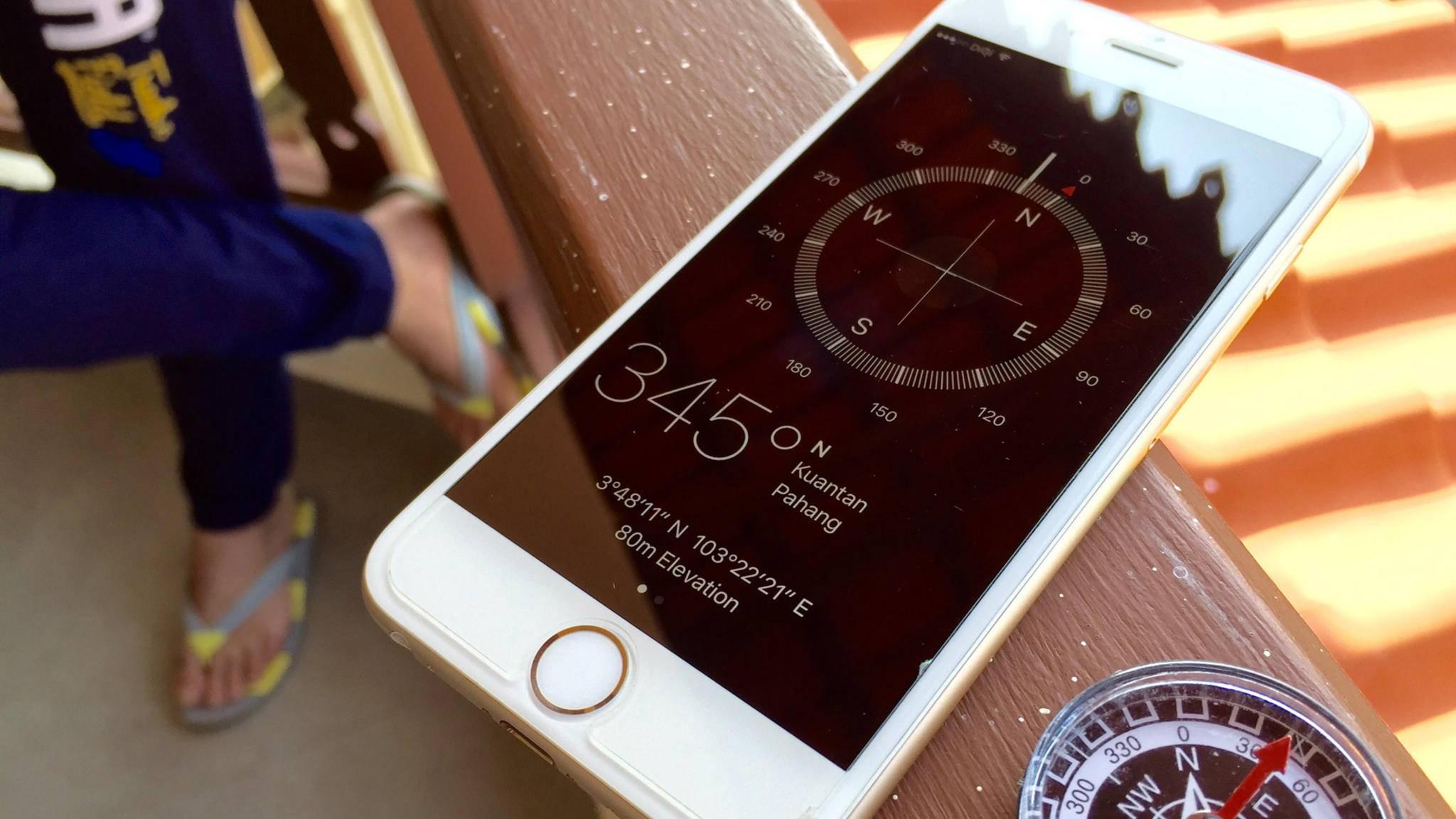 Damit der Kompass korrekt arbeiten kann, ist von Zeit zu Zeit ein Kalibrieren erforderlich.