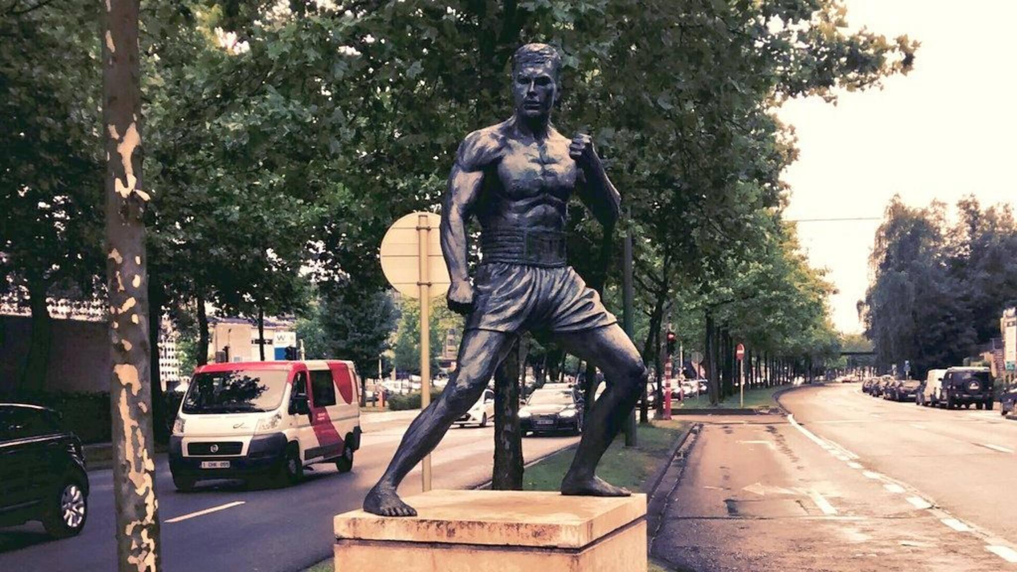 Schöne Geschichte: In Van Dammes Heimat Brüssel wurde der berühmte Sohn der Stadt 2012 mit einer Statue verewigt.