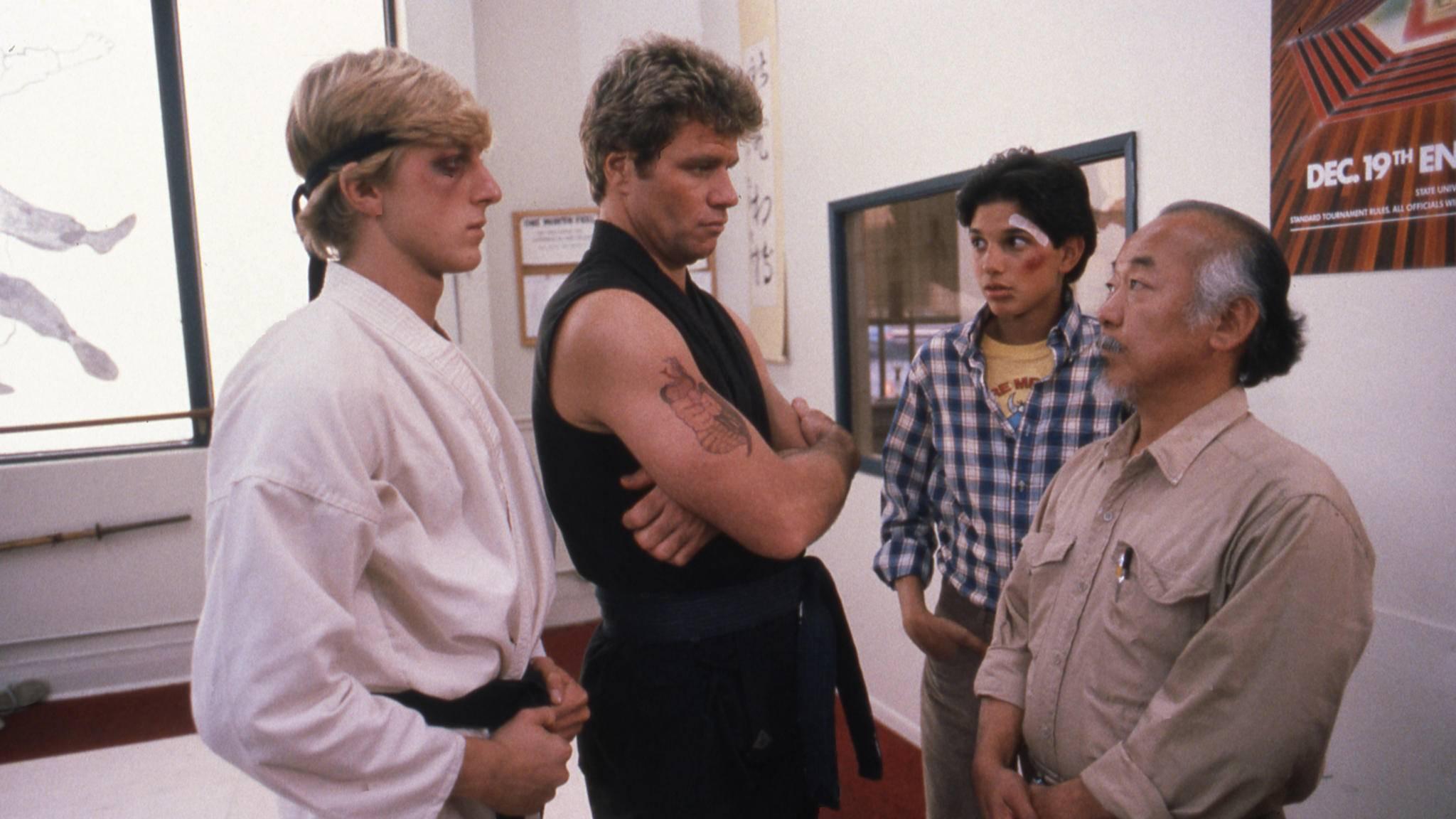 """Johnny und Daniel treffen nach """"Karate Kid"""" und """"Karate Kid II"""" in der Serie """"Cobra Kai"""" erneut aufeinander."""