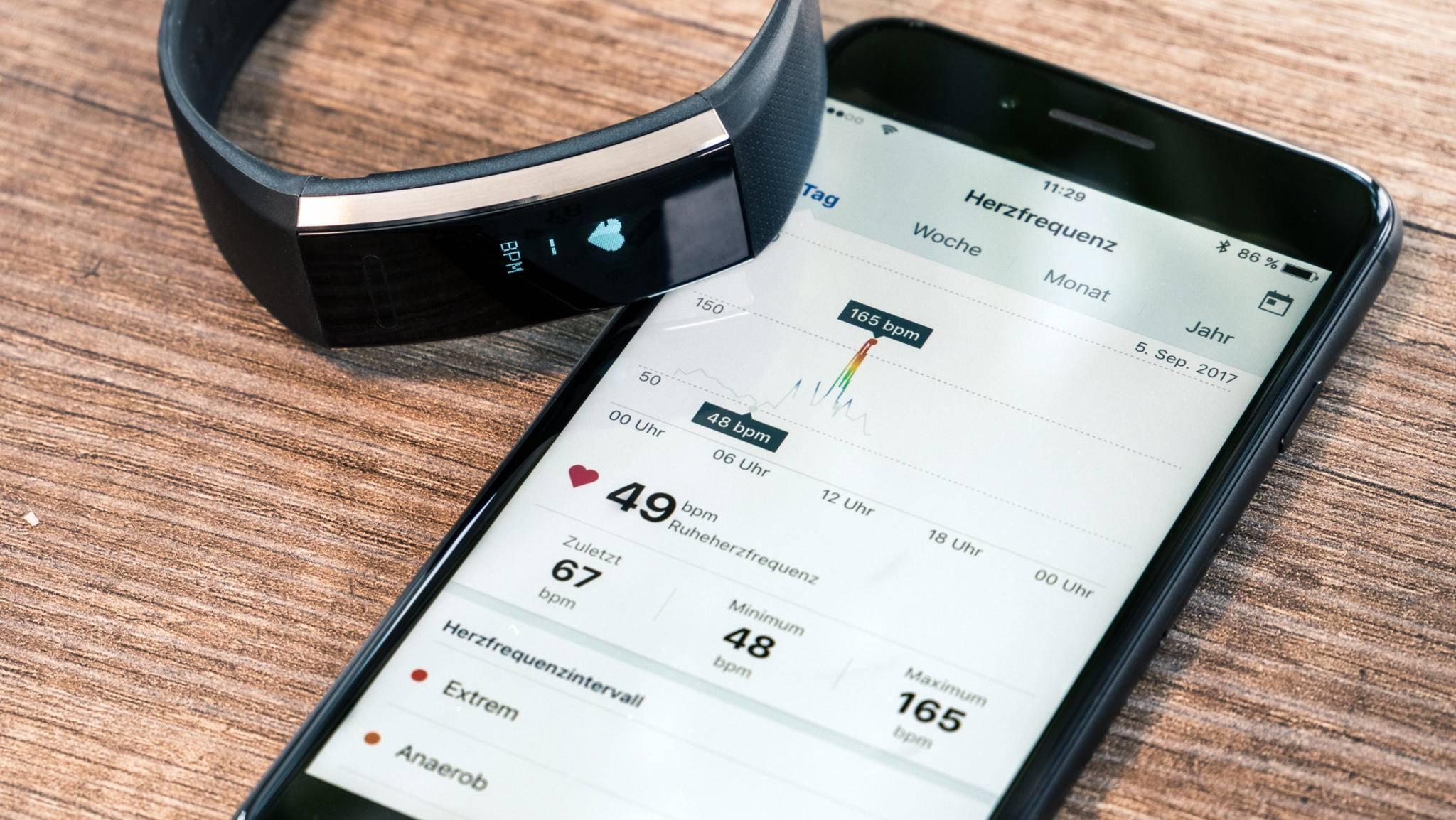 Auch die Herzfrequenz behält der Fitness-Tracker stets im Auge.