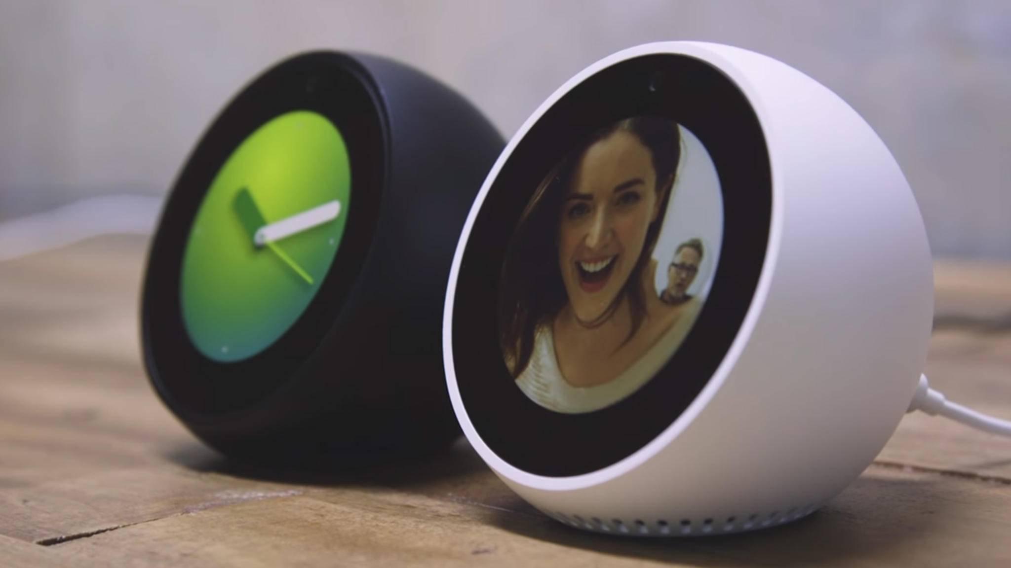 Der Amazon Echo Spot erinnert optisch an einen Wecker.