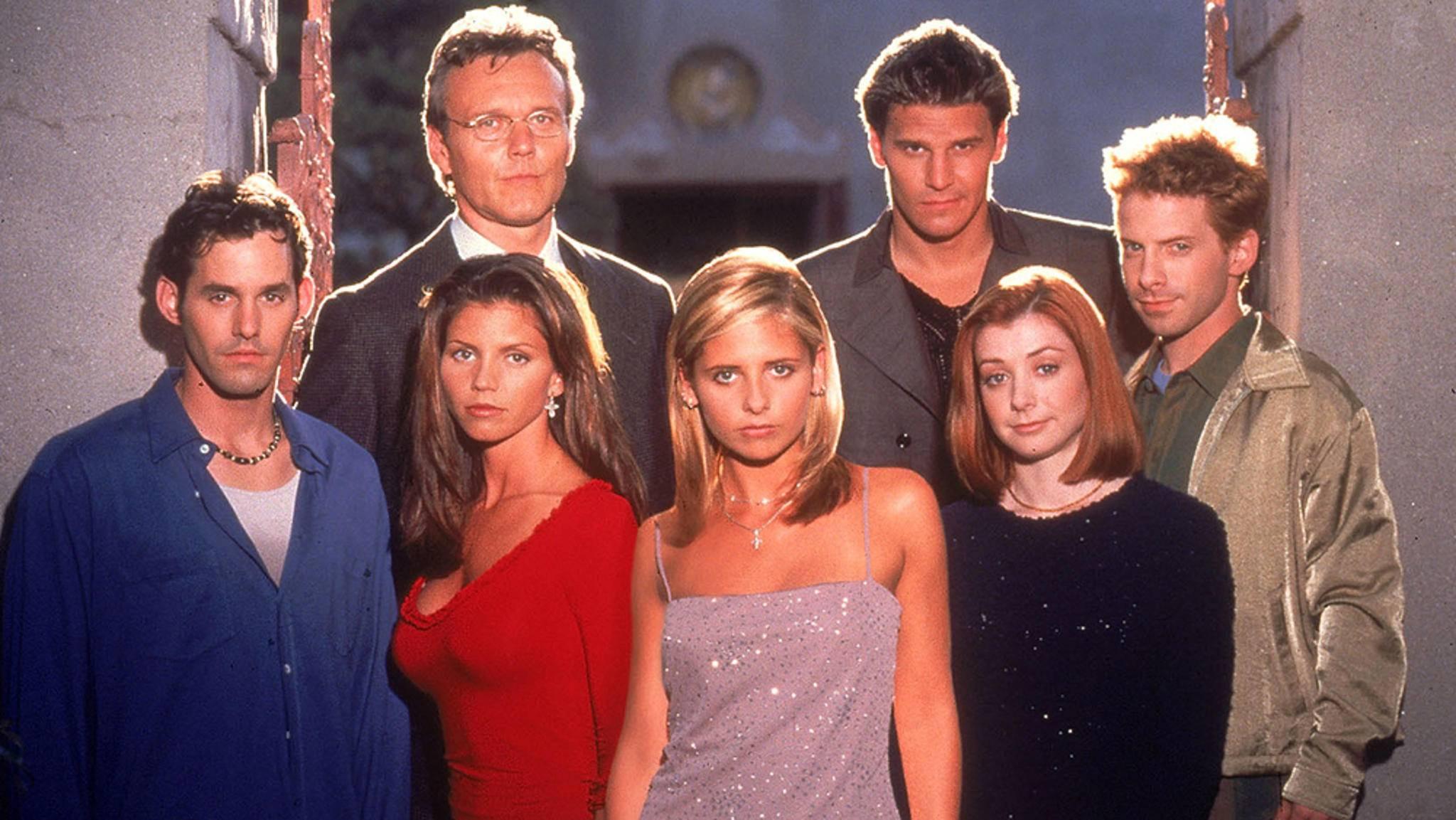 """Auch 20 Jahre nach der ersten Folge """"Buffy"""" sind die Darsteller von Spike und Co. noch ziemlich umtriebig."""