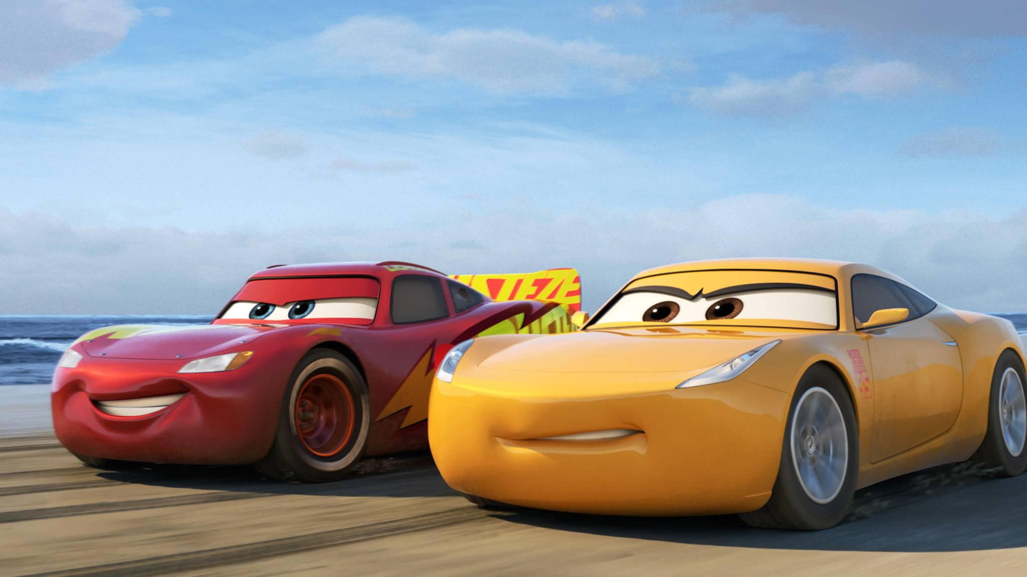 Am 28. September gibt Lightning McQueen auf der großen Kinoleinwand wieder Gummi.