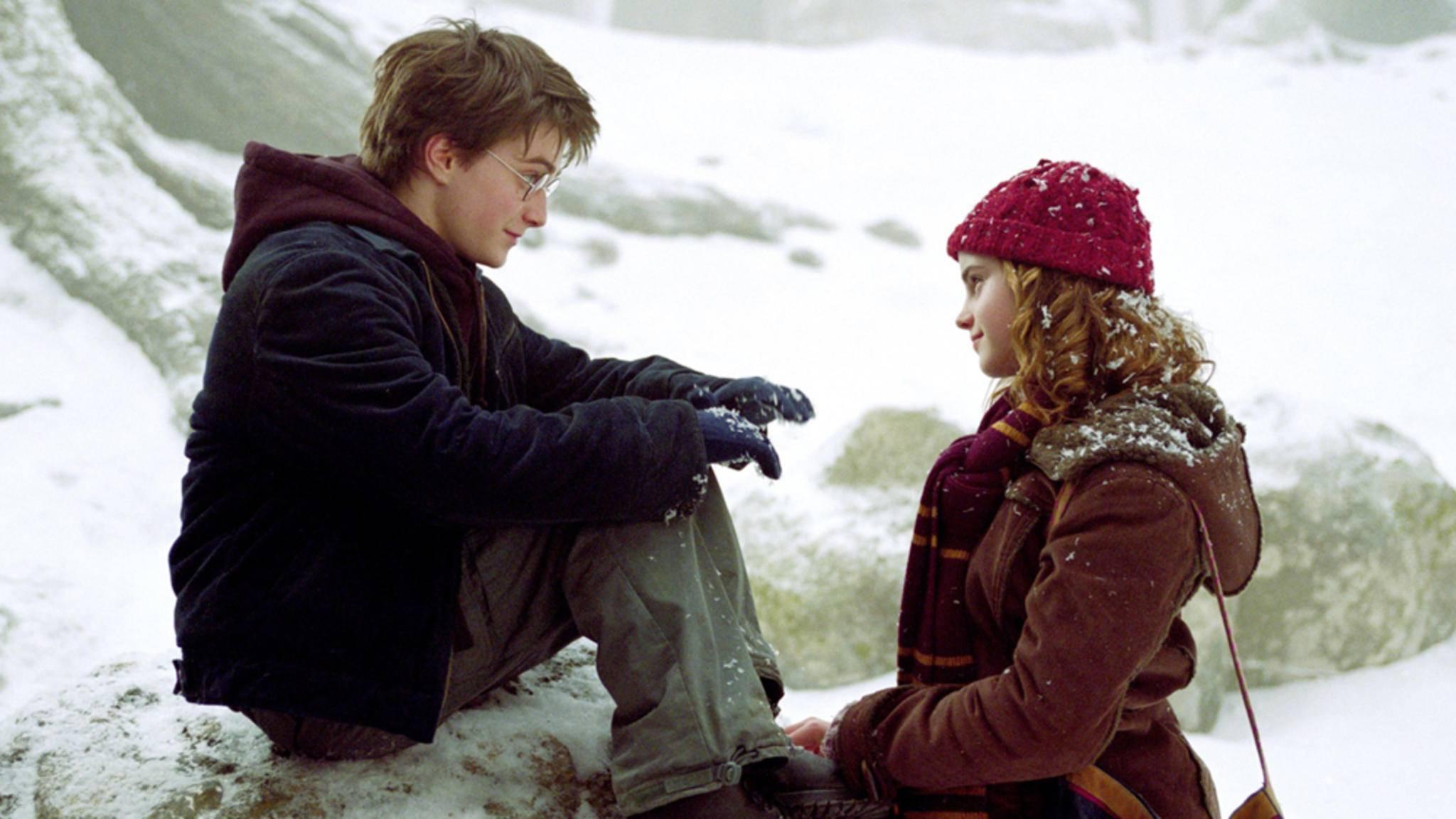 Im winterlichen Hogsmeade eilt Harry Potter seinen Freunden zur Hilfe und spielt Draco Malfoy und dessen Kumpanen einen eiskalten Streich.