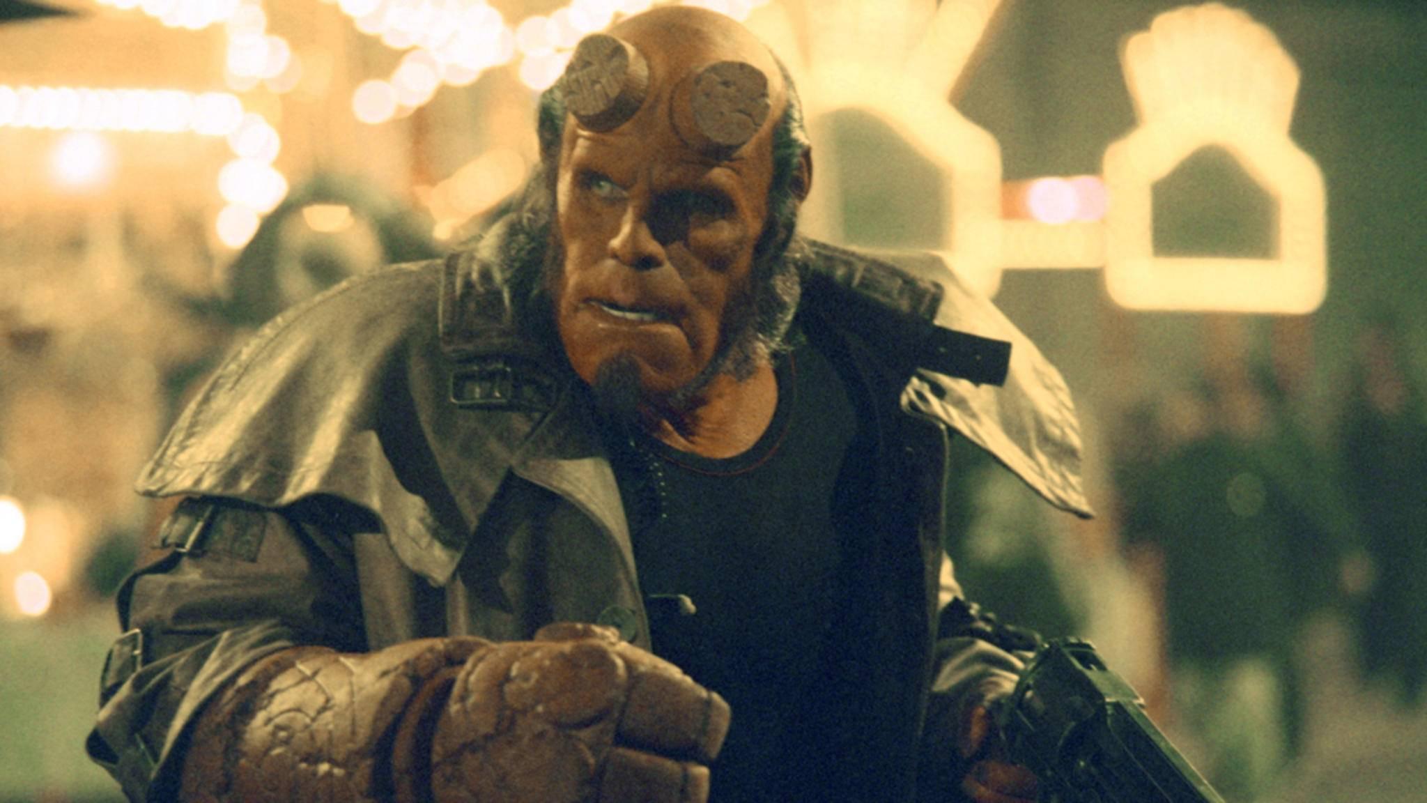 """2019 gibt der bisherige Red (Foto) alias Ron Perlman das """"Hellboy""""-Zepter offiziell an David Harbour weiter."""