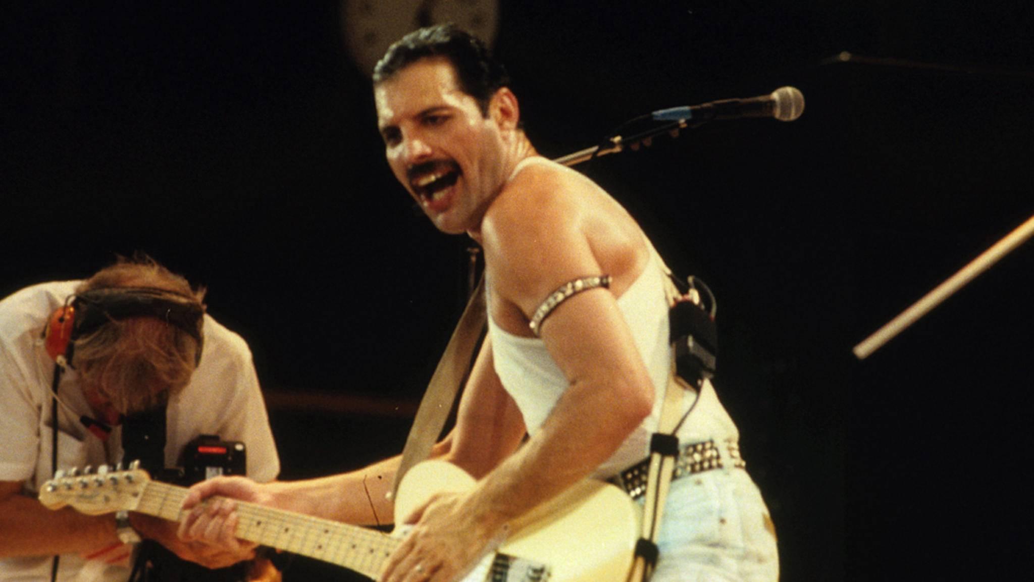 Freddie Mercury lieferte 1985 beim Live-Aid-Konzert im Wembley Stadium eine unvergessliche Performance ab – die Rami Malek über 30 Jahre später überzeugend nachstellt.