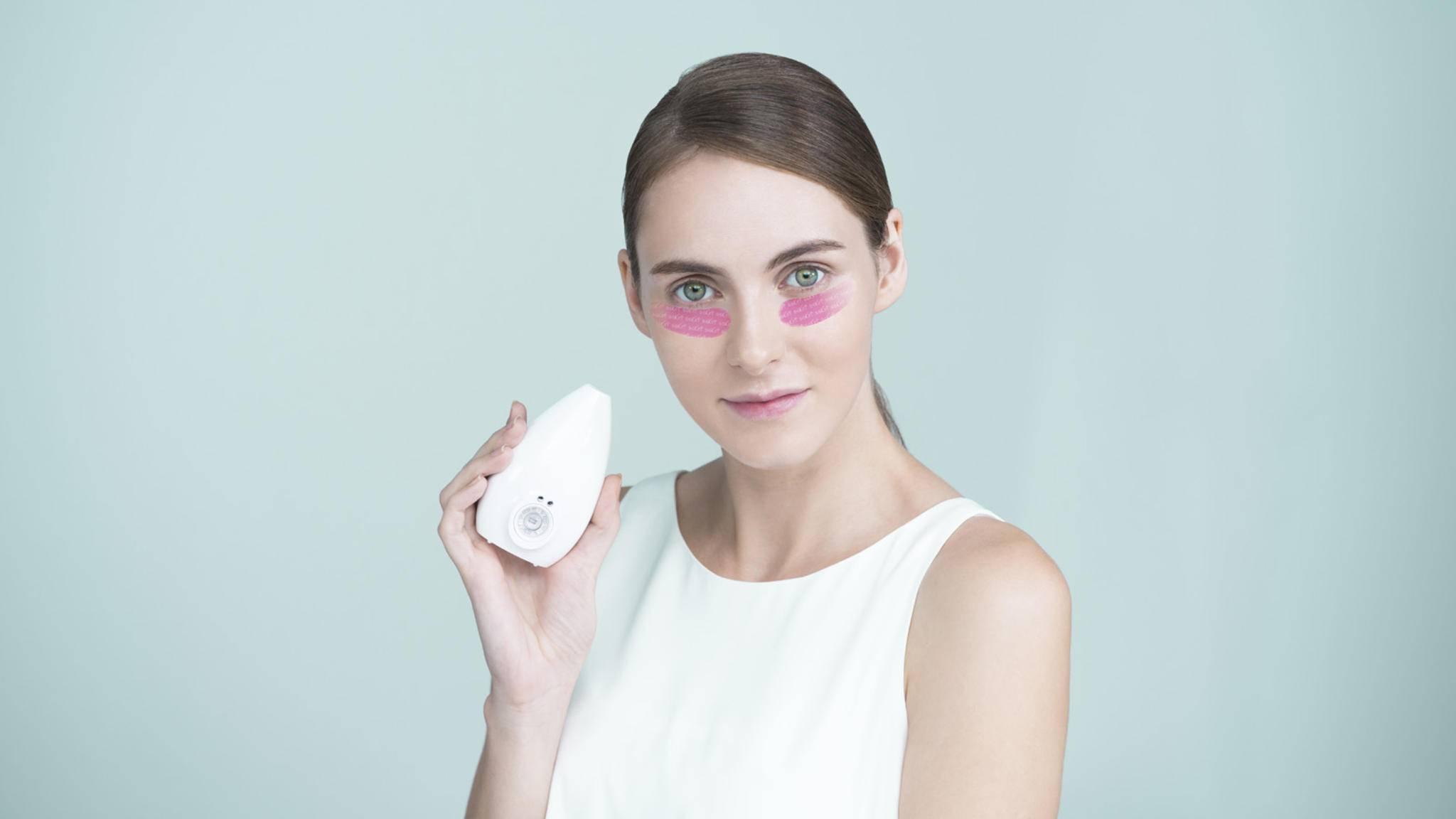 Mit Licht und High-Tech-Pflastern will der S-Skin von Samsung das Hautbild verbessern.