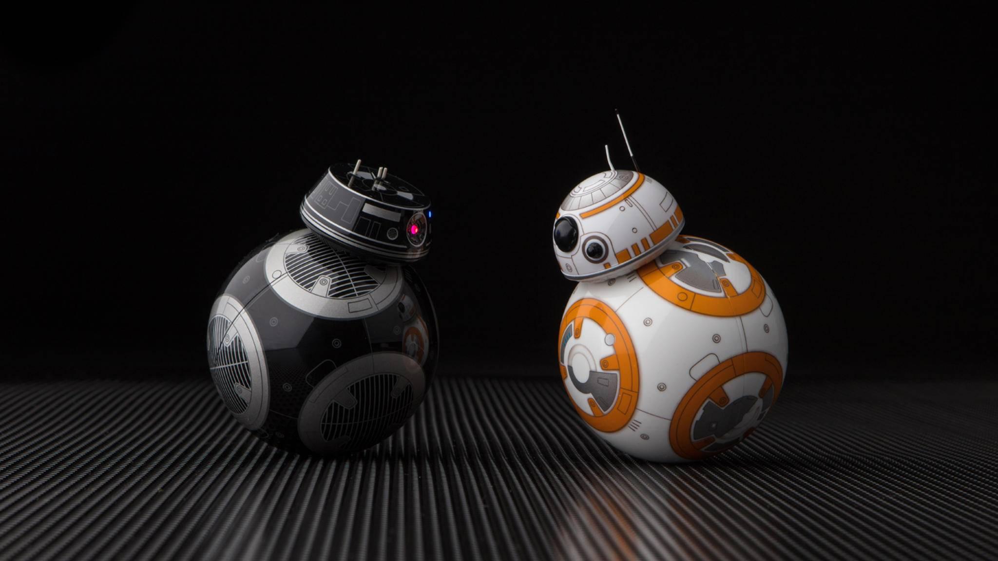 """Möge die Macht mit Dir sein! Ob es in """"Star Wars: Die letzten Jedi"""" wohl zum direkten Showdown zwischen BB-9E und BB-8 kommen wird?"""