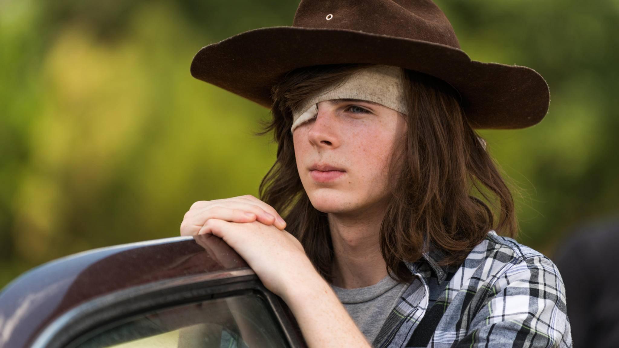 """So entspannt dürfte Carl Grimes in Staffel 8 von """"The Walking Dead"""" vorerst nicht mehr aussehen."""