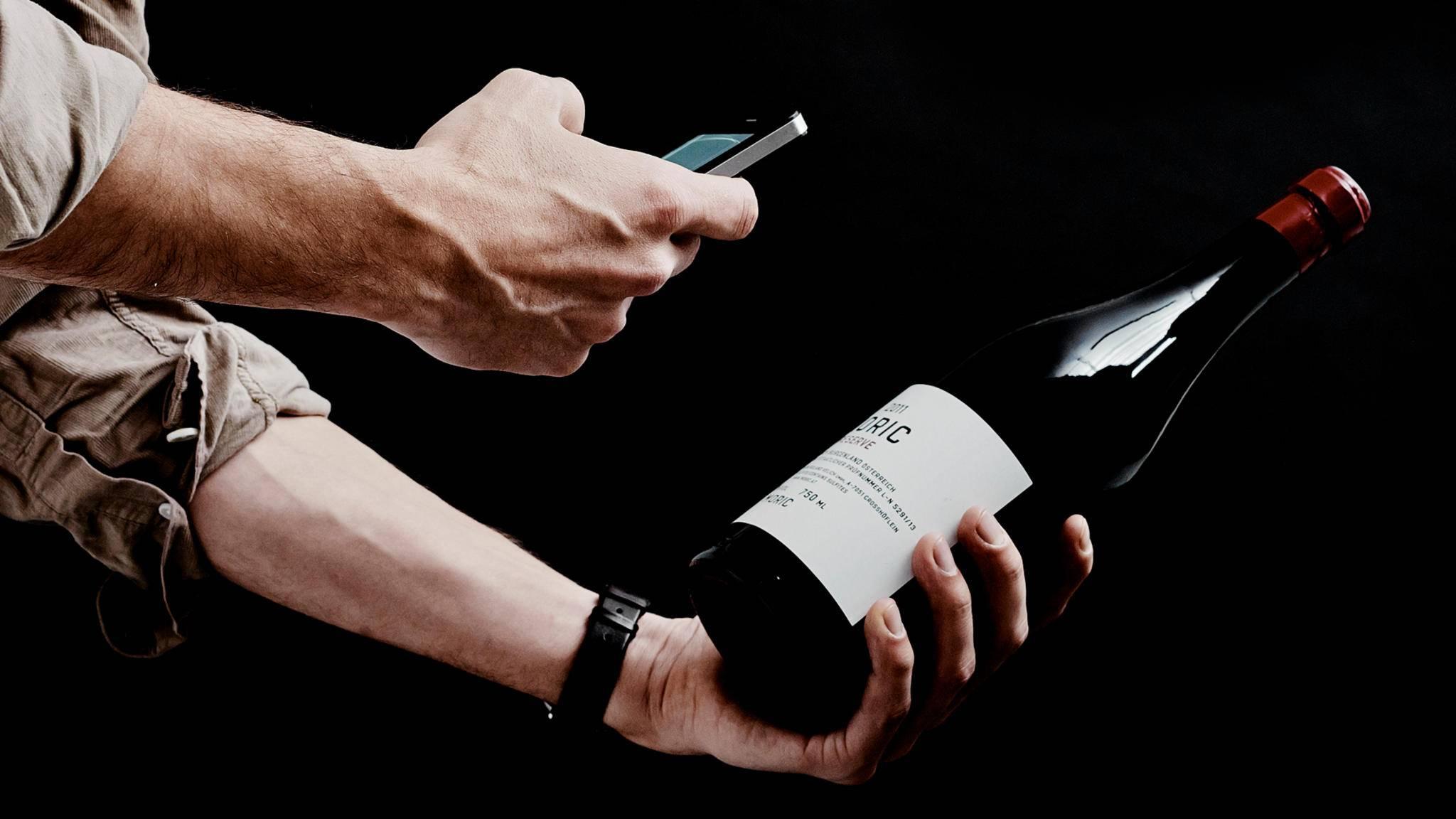 Weinliebhaber können mit Wein-Apps nicht nur Weinflaschen scannen, sondern auch gezielt ihre Vorlieben entwickeln.