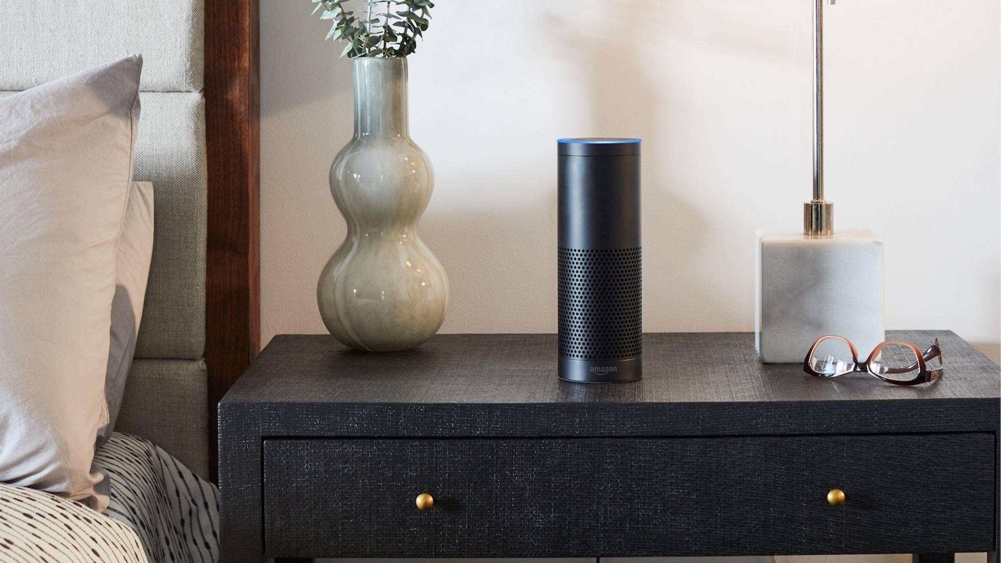 Alexa auf dem Amazon Echo lässt sich mit anderen Bluetooth-Lautsprechern koppeln.
