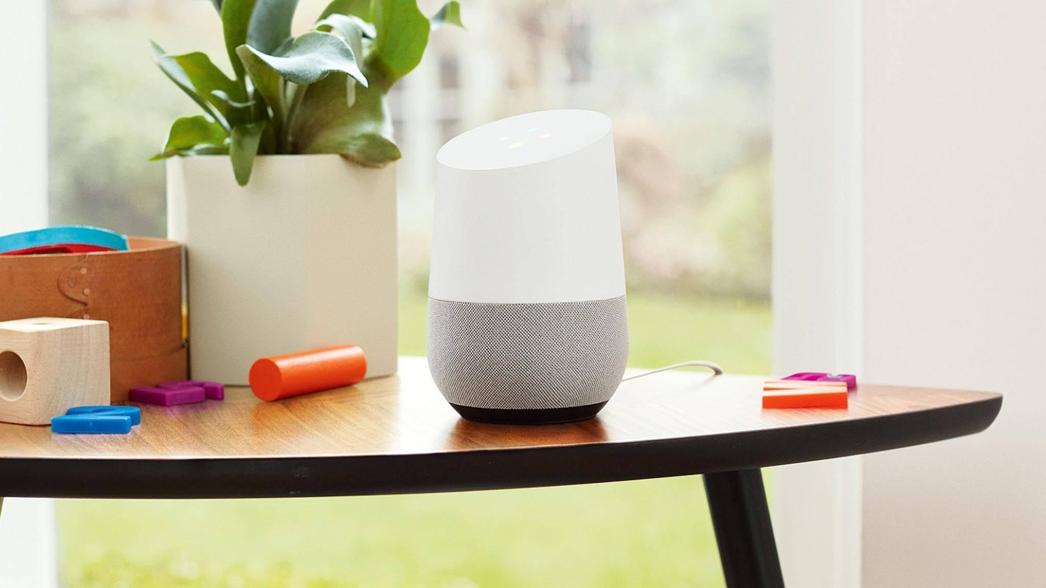 Dank seines reduzierten Designs fügt sich Google Home in praktisch jeden Haushalt ein.