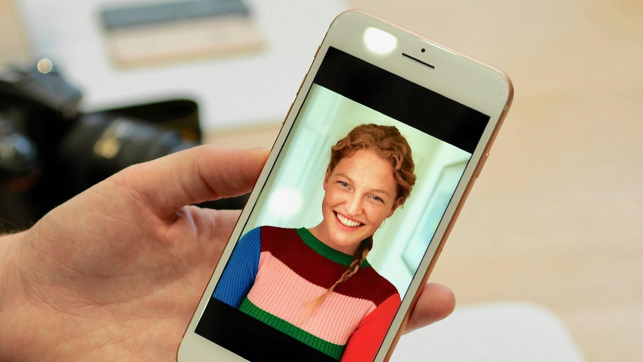 Gleiche Displayauflösung- und größe wie beim iPhone 7, dafür aber mit True-Tone-Technik für einen automatischen Weißabgleich.