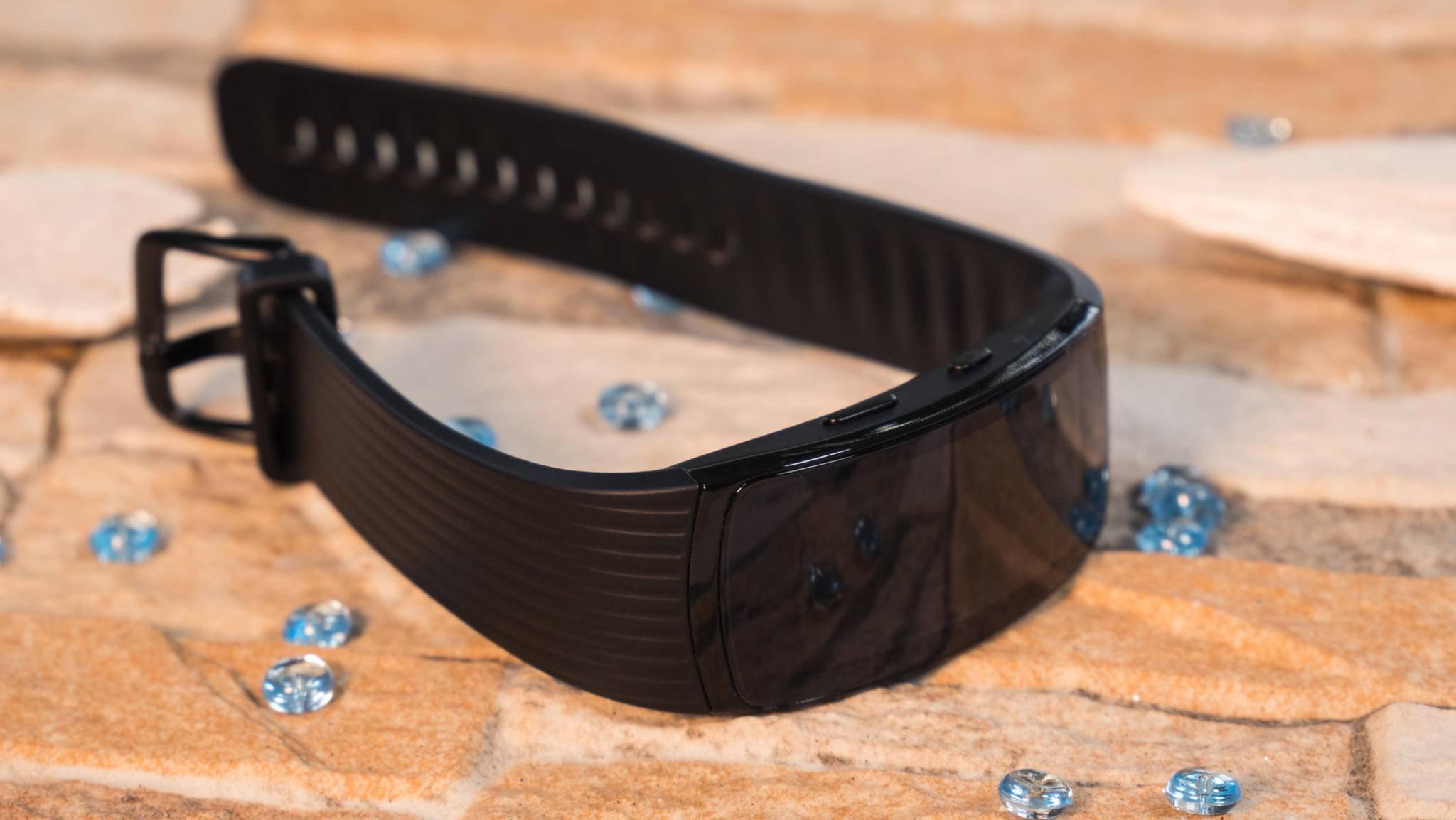 Das gebogene Curved-AMOLED-Display schmiegt sich ans Handgelenk an.