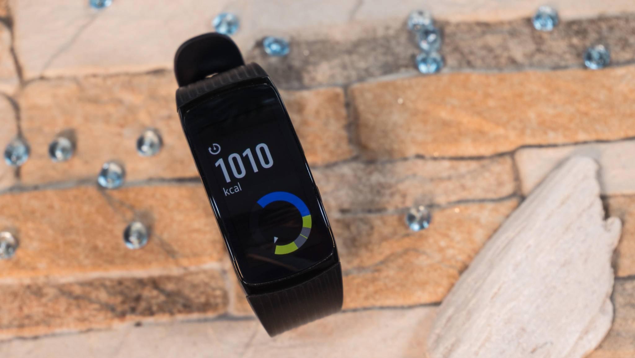 Was kann die Samsung Gear Fit2 Pro? Wir haben den Fitness-Tracker getestet.