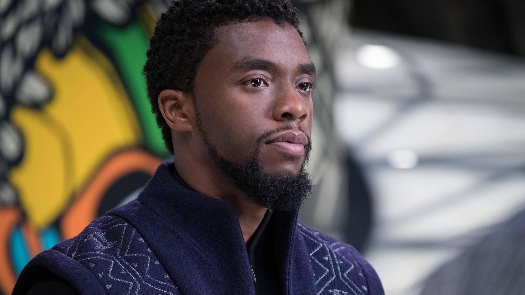 Chadwick Boseman sitzt derzeit nicht nur auf dem Thron von Wakanda, er gehört auch zu den Präsentatoren bei den Oscars 2018.