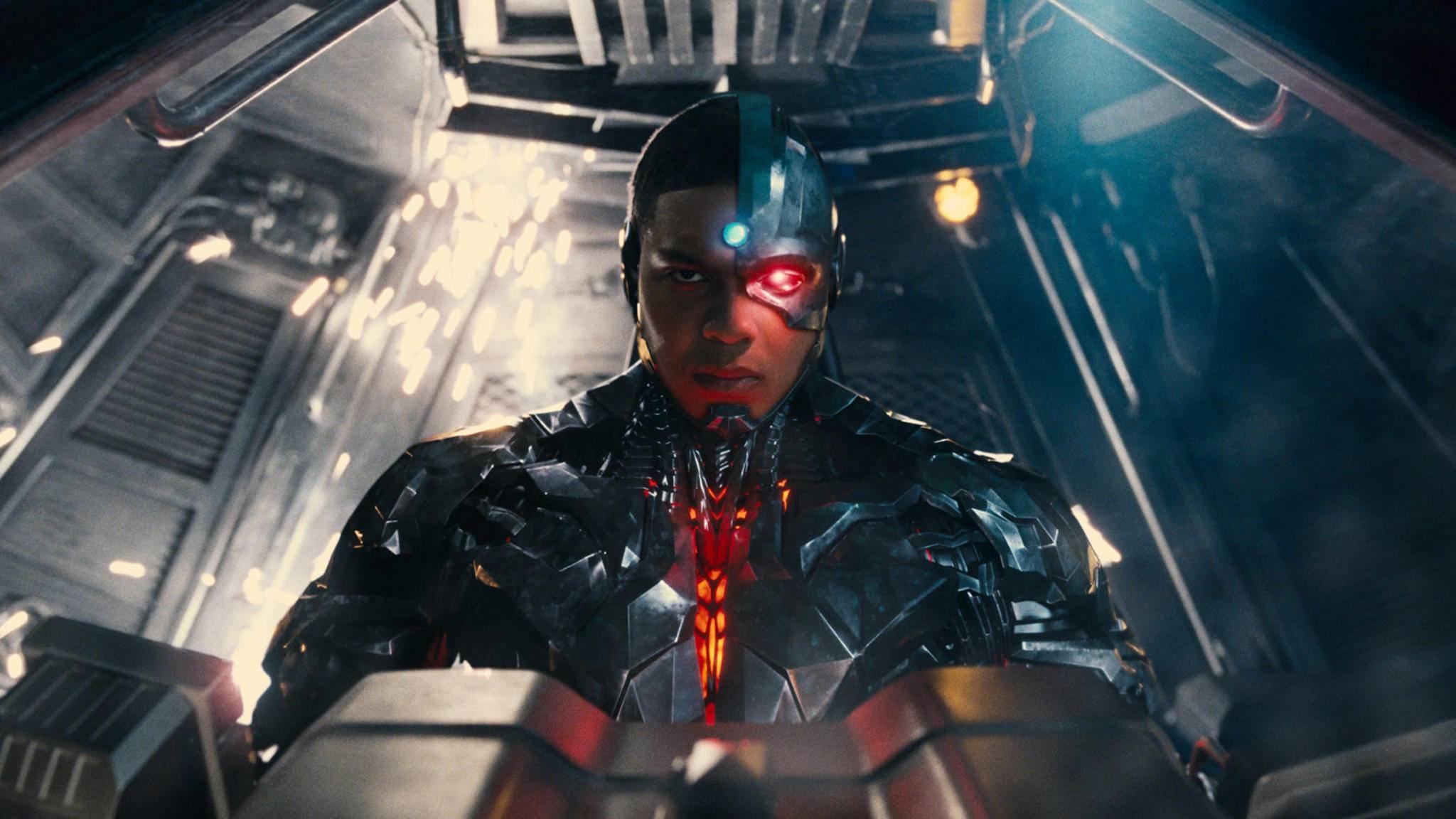 """Cyborg aus DCs """"Justice League"""" macht seinem Namen alle Ehre."""