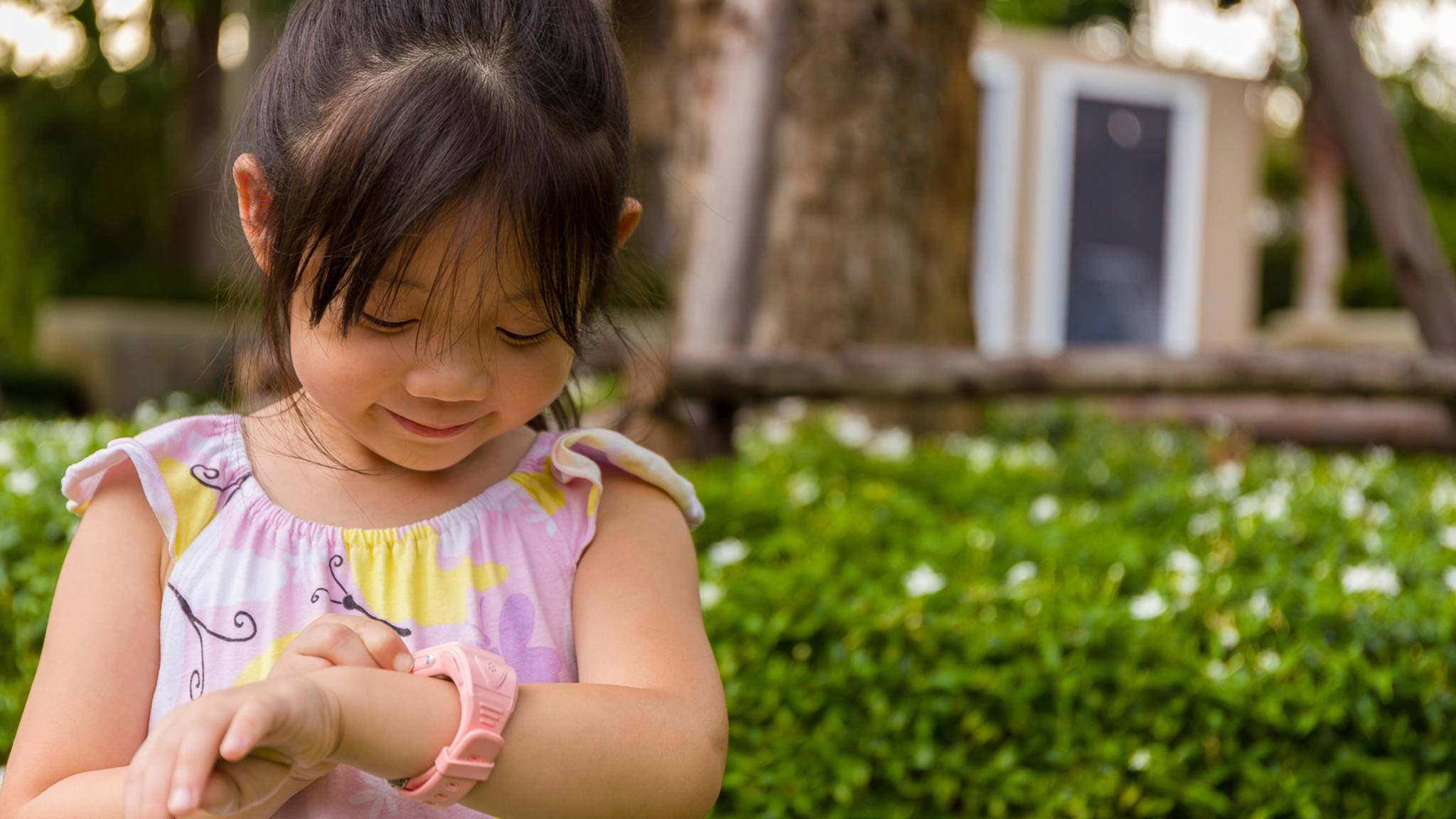 Smartwatches für Kinder erscheinen praktisch für besorgte Eltern, doch beim Kauf sollte einiges beachtet werden.