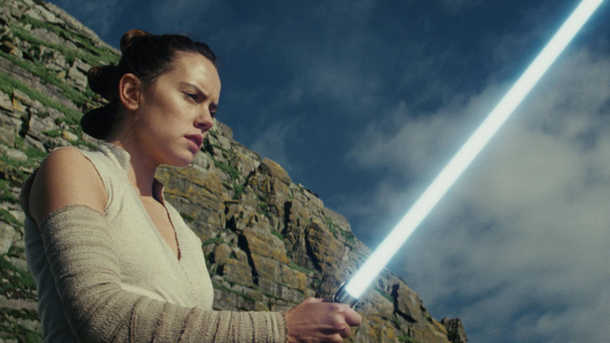 """Ende April können sich Fans der weit, weit entfernten Galaxie endlich """"Star Wars: Die letzten Jedi"""" ins Film-Regal stellen."""