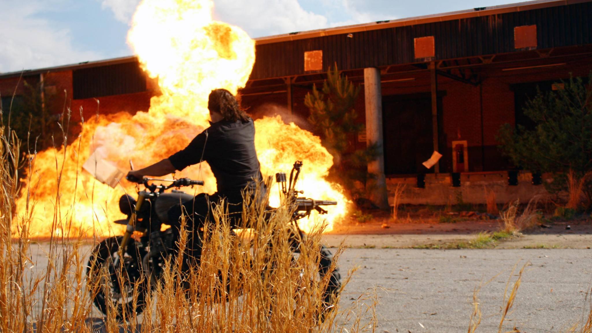 ... bei voller Fahrt zielgenau explodieren.