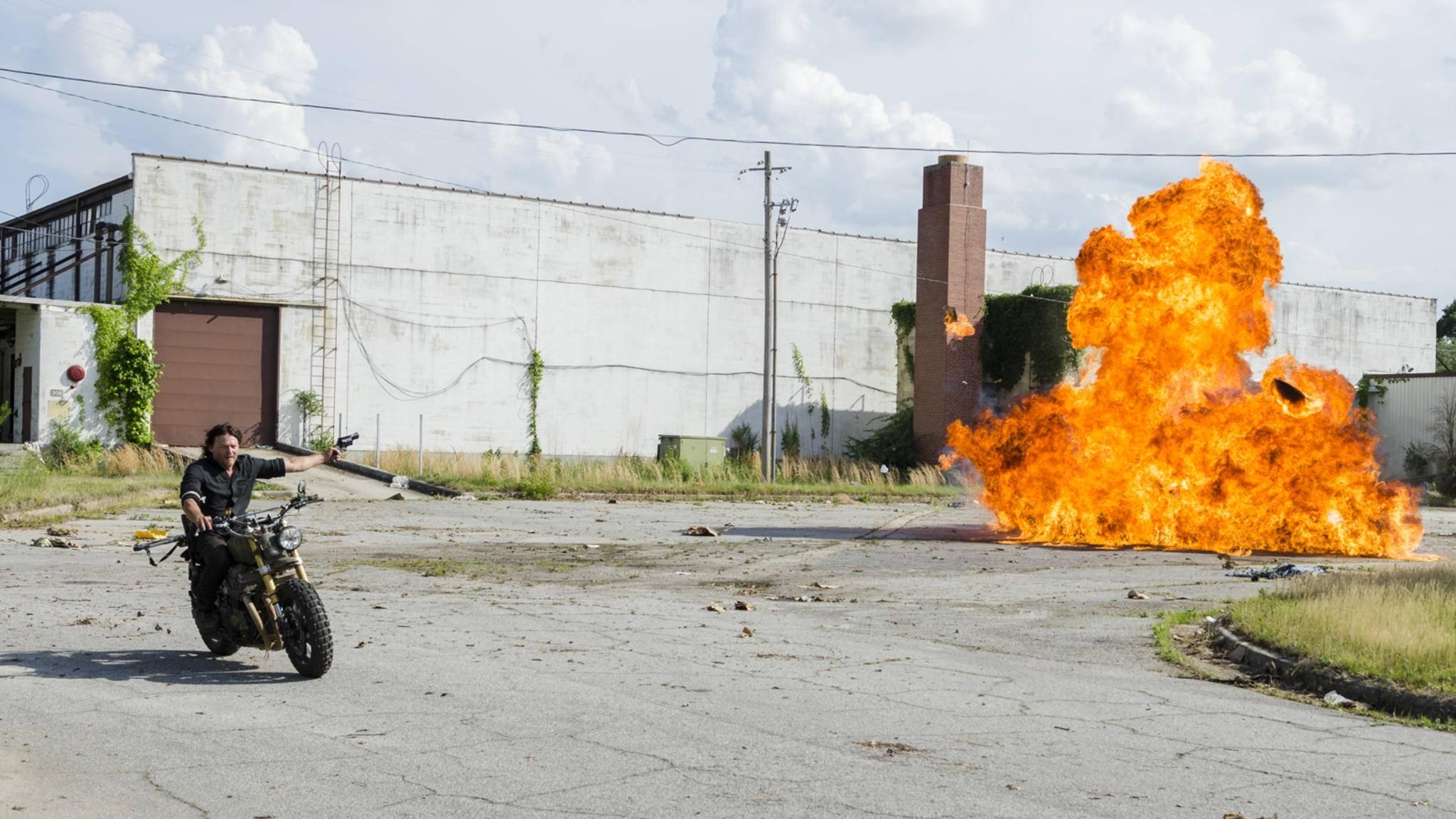 """Cool Guys Don't Look At Explosions"" – das gilt auch für Norman Reedus alias Daryl Dixon."