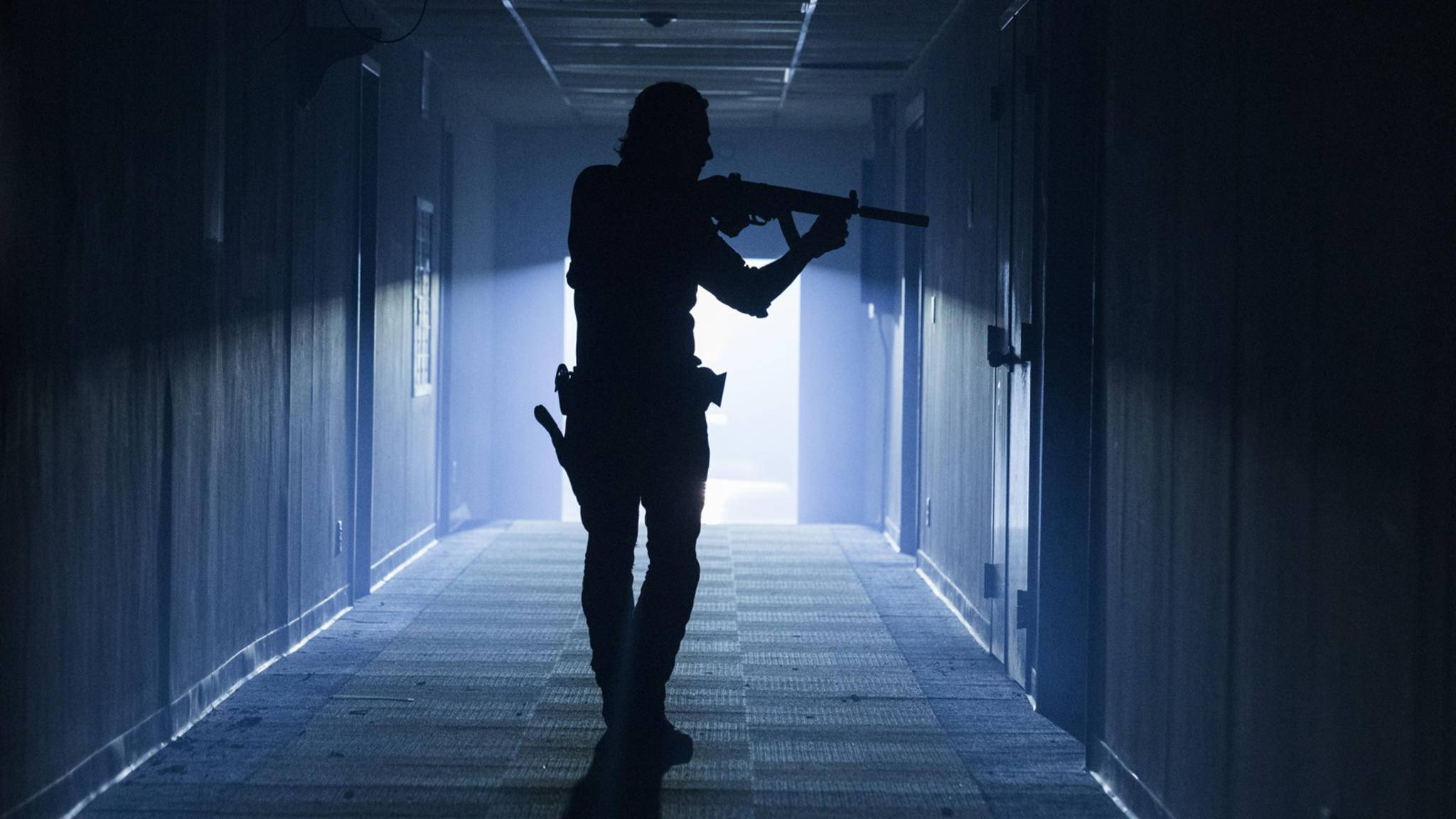 Rick ist auf der Suche nach Waffen und Munition.