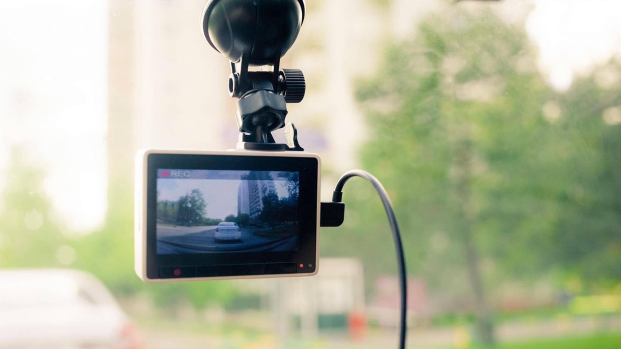 Die Verwendung einer Dashcam ist in Deutschland immer noch problematisch.