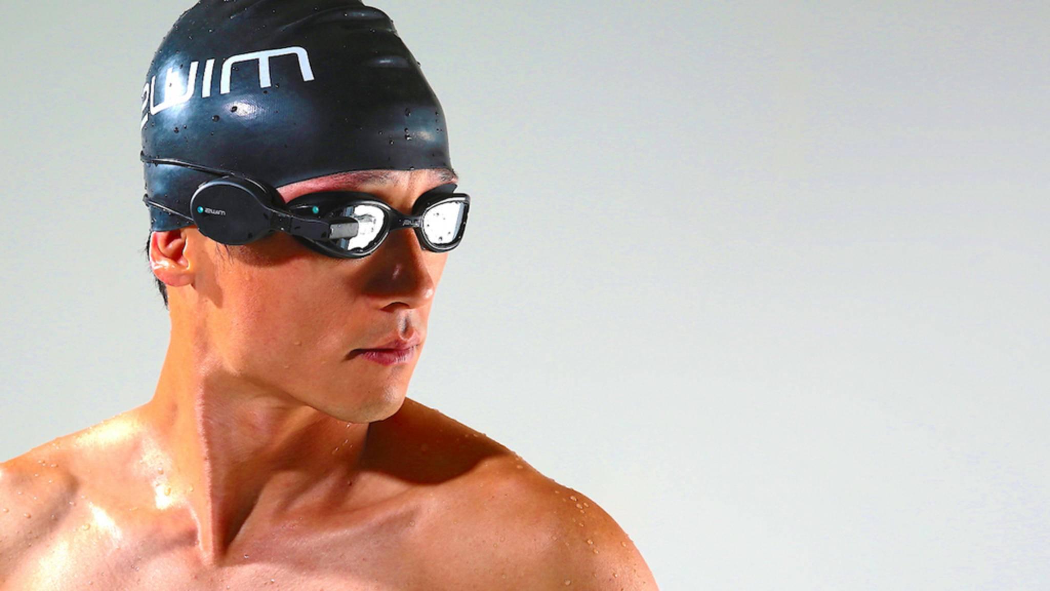 Es muss beim Schwimmen nicht immer ein Fitness-Tracker fürs Handgelenk sein, wie die smarte Schwimmbrille Zwim beweist.