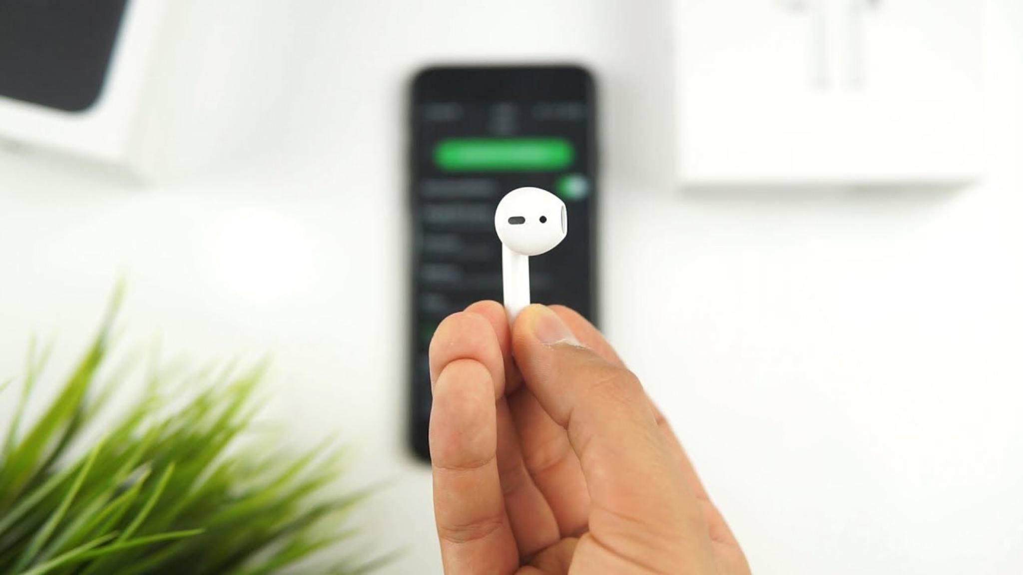 Einfach doppelt tippen, dann wird der Google Assistant mithilfe der AirPods auch auf Android-Smartphones aktiviert.