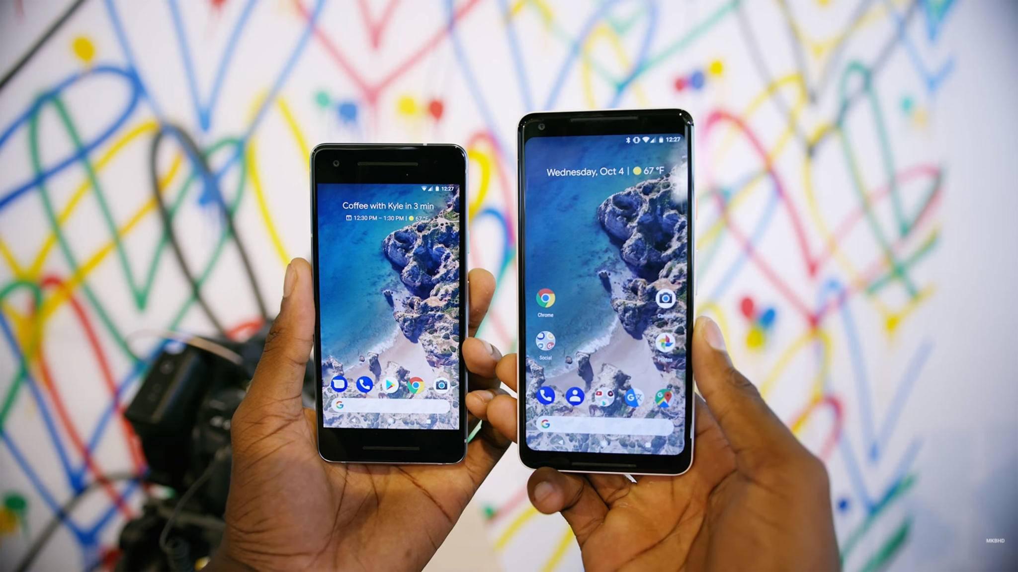 Das Google Pixel 2 (l.) begnügt sich mit einem konservativen Design.