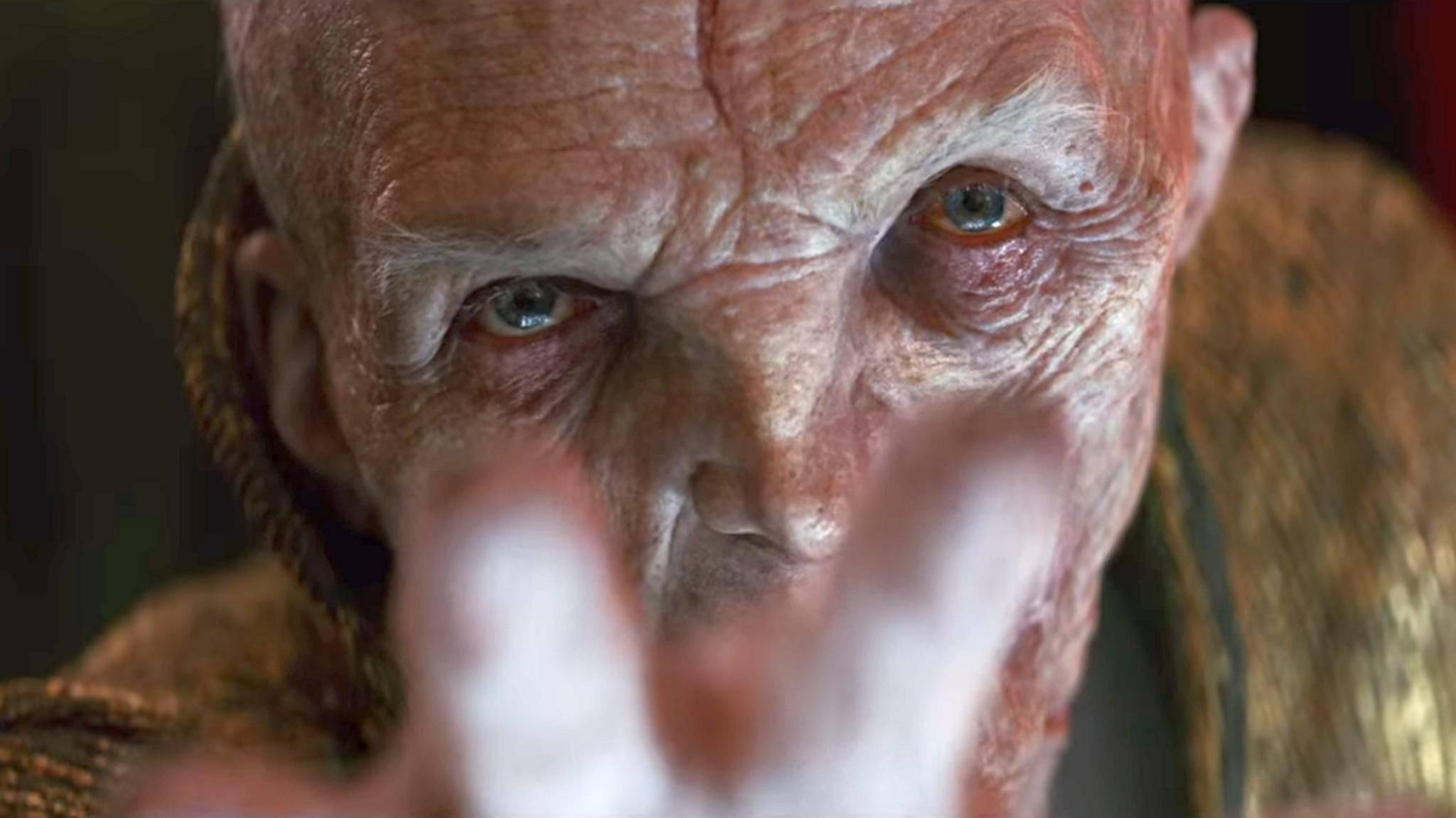 Da hilft auch Anti-Aging-Creme nicht mehr viel: Snoke ist erstmals in voller Pracht zu sehen.