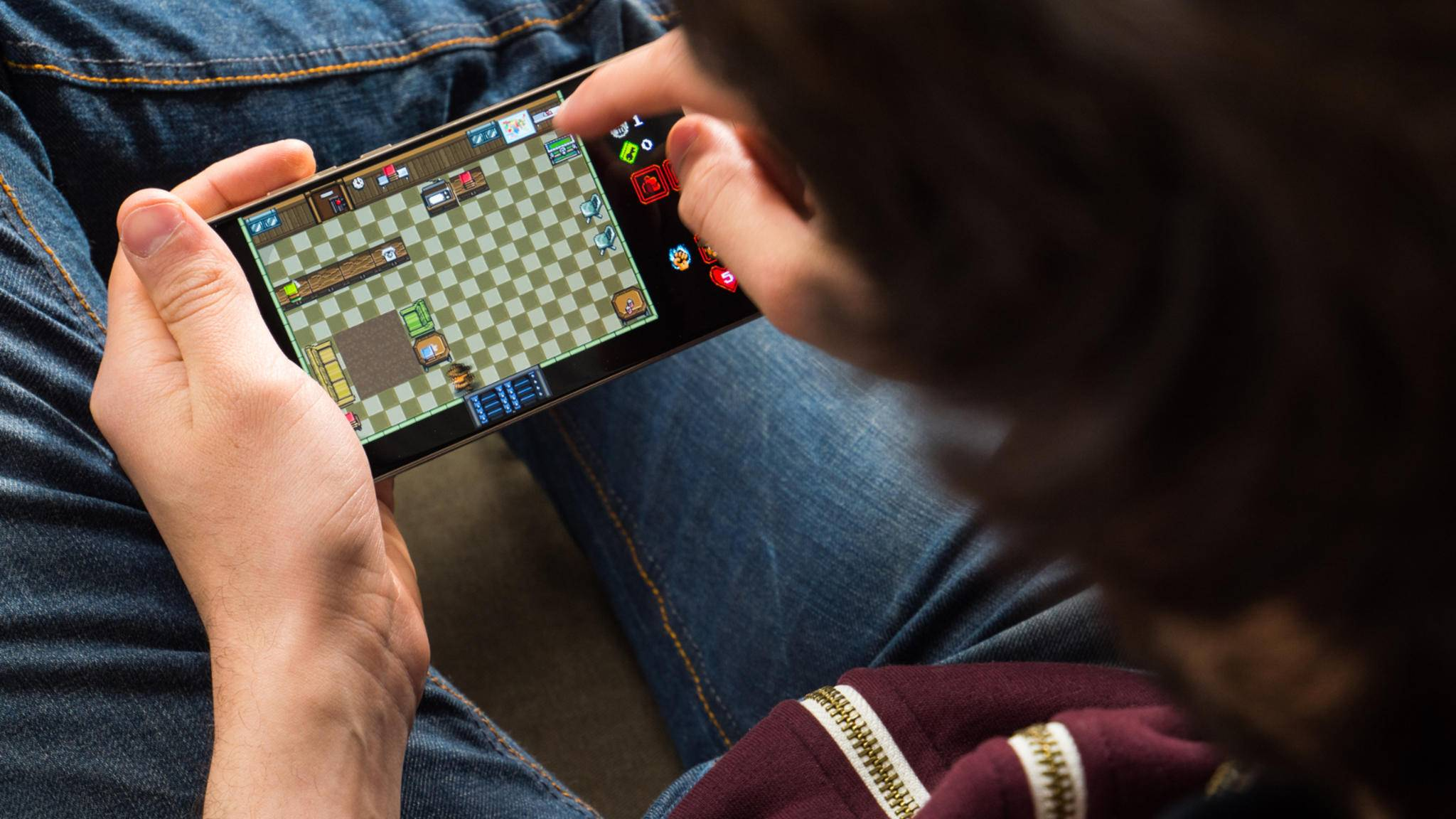 Gesteuert wird – trotz Retro-Optik – per Tippen auf dem Touchscreen.