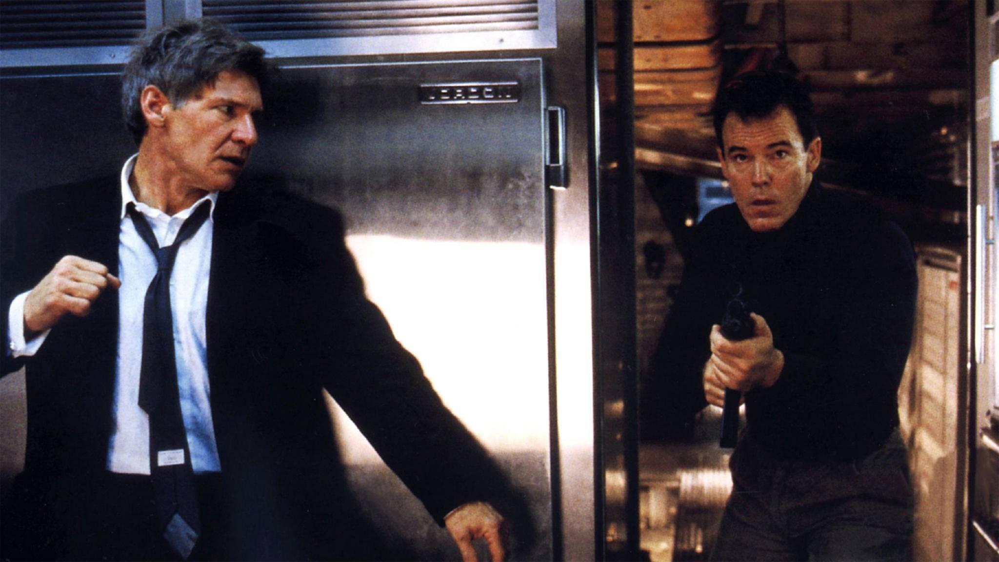 """Auch in """"Air Force One"""" fällt der US-Präsident (Harrison Ford) in die Hände von Entführern."""