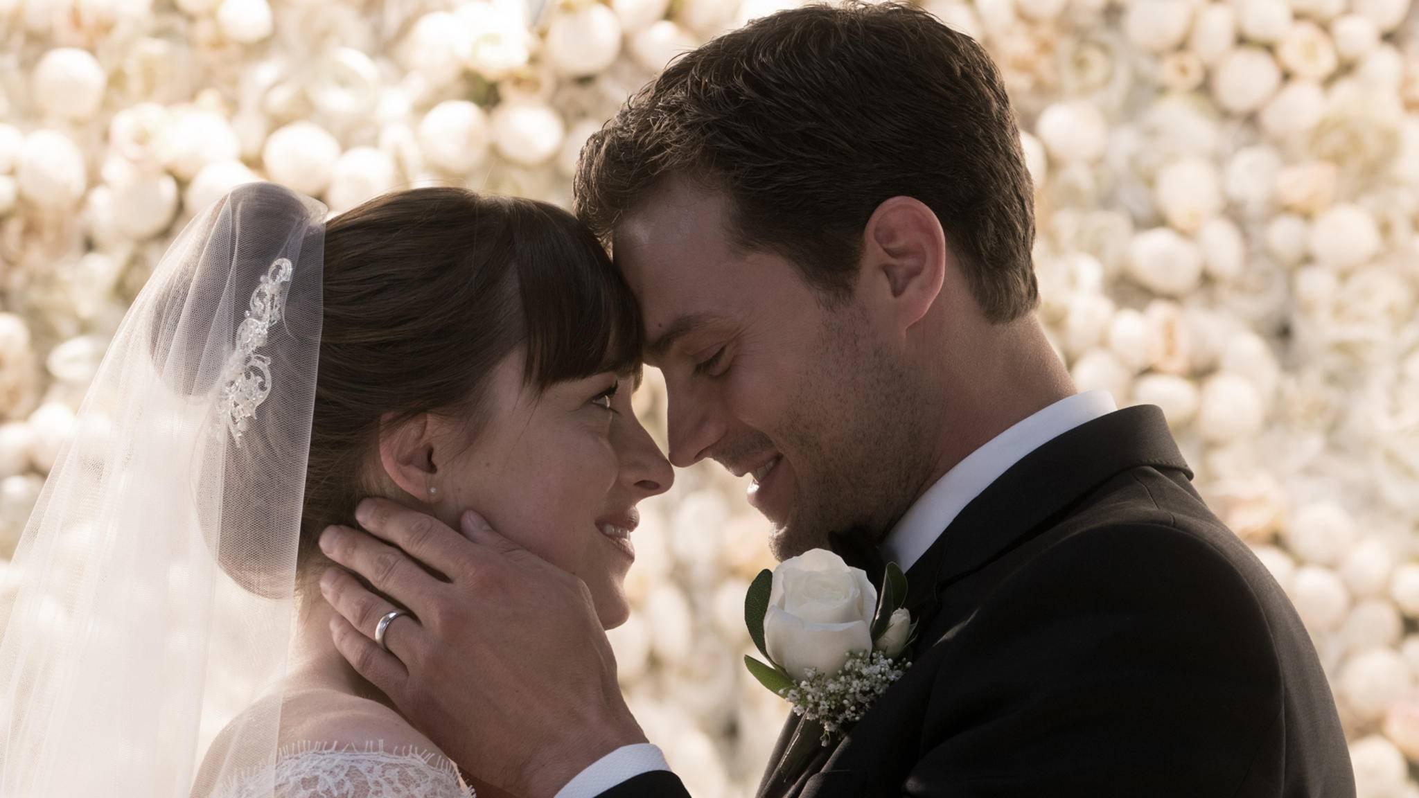 """Auch in """"Fifty Shades of Grey – Befreite Lust"""" können Ana und Christian nicht die Finger voneinander lassen."""