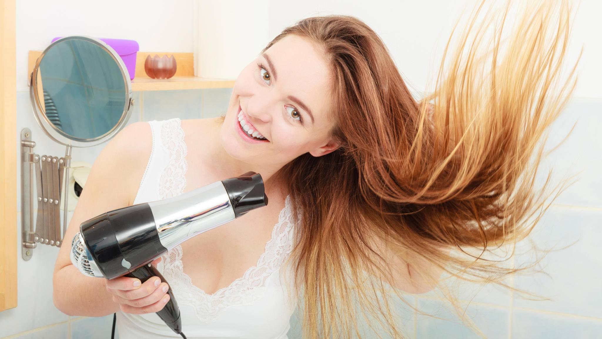 Mit dem Föhn lassen sich nicht nur Haare trocknen.