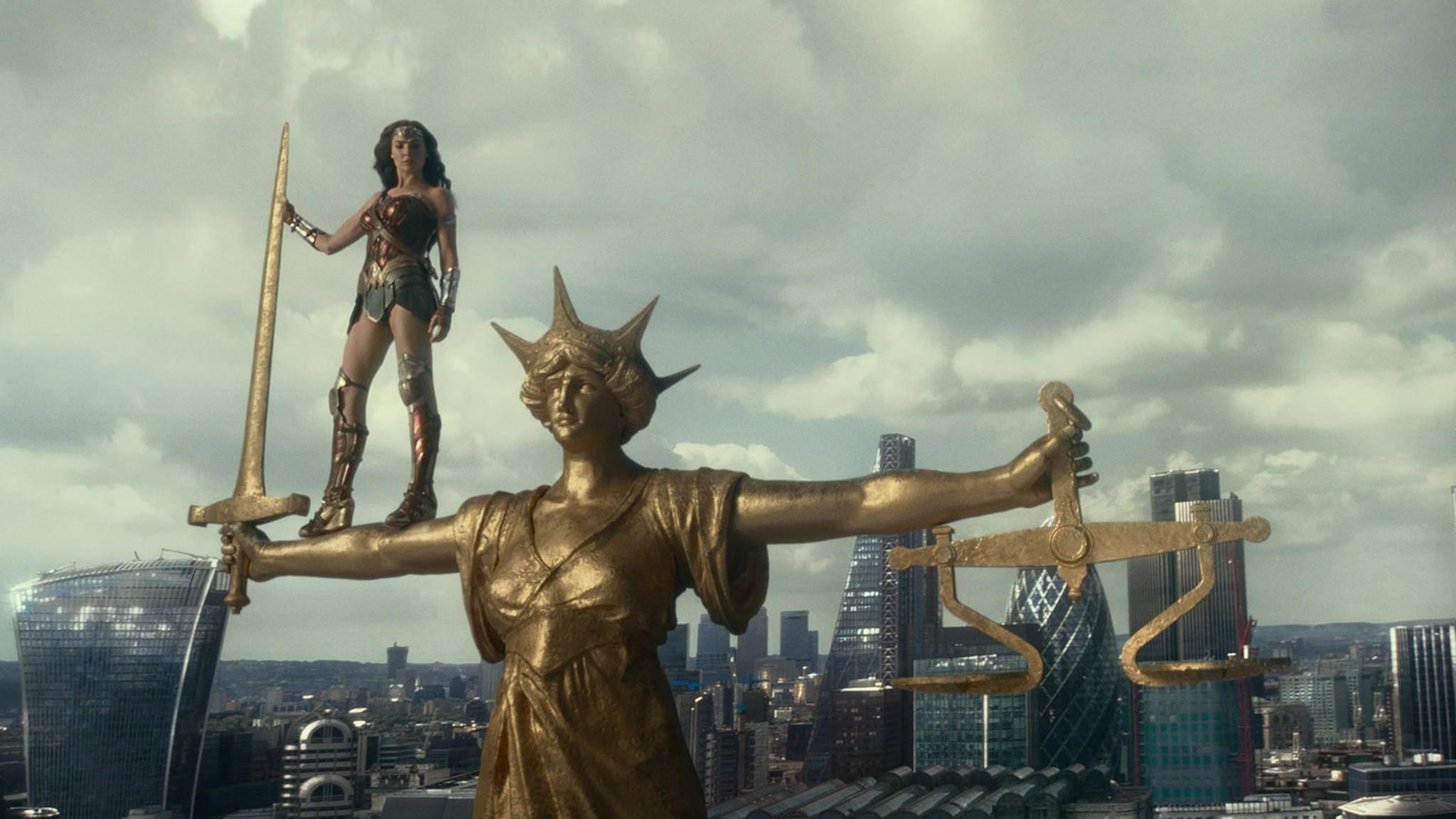 """DC hat mit """"Justice League"""" alles in die Waagschale geworfen und konnte dennoch nicht mit Marvels """"Avengers"""" gleichziehen."""