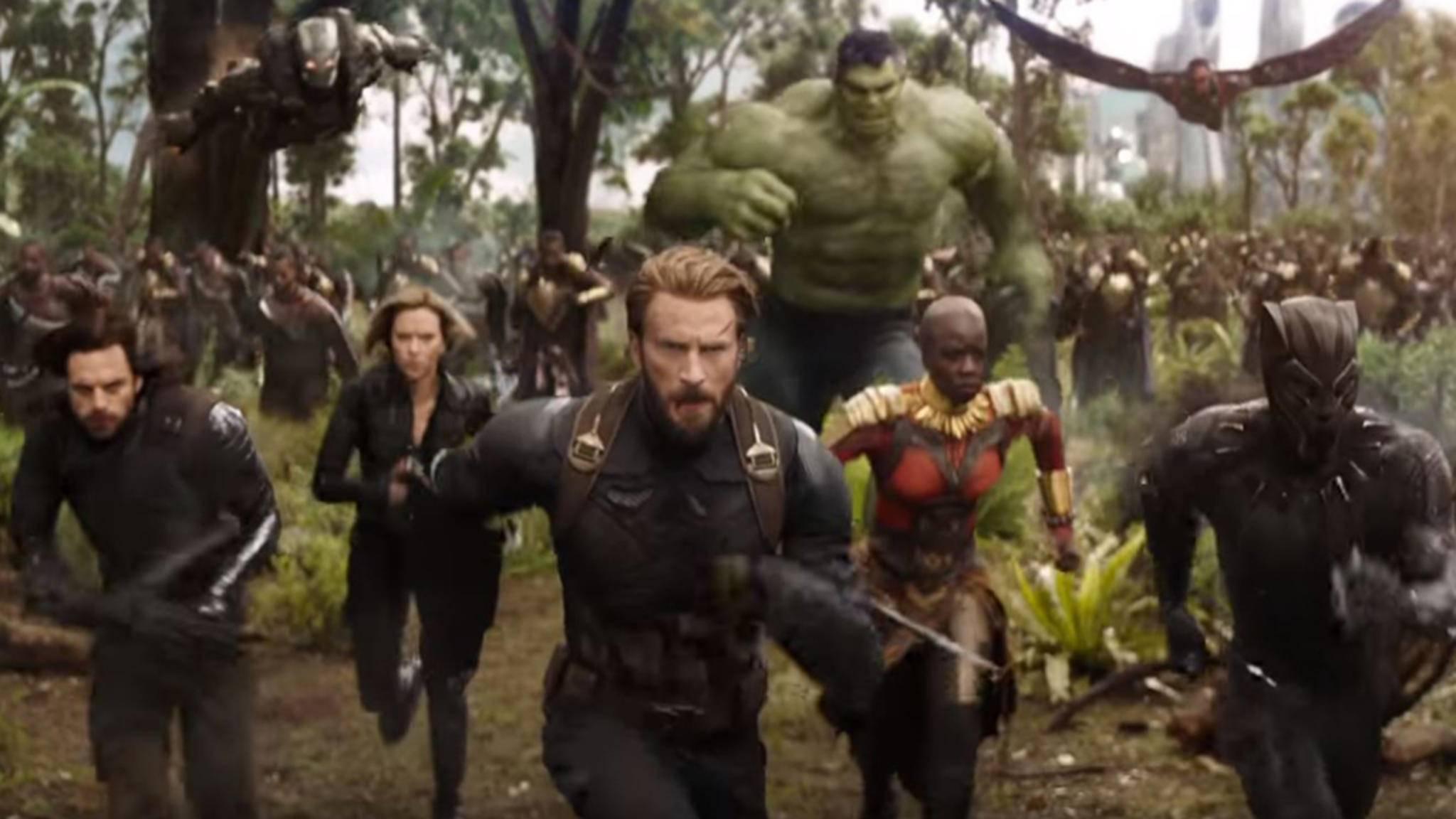 "In ""Infinity War"" nehmen War Machine und Falcon Kurs auf Wakanda."