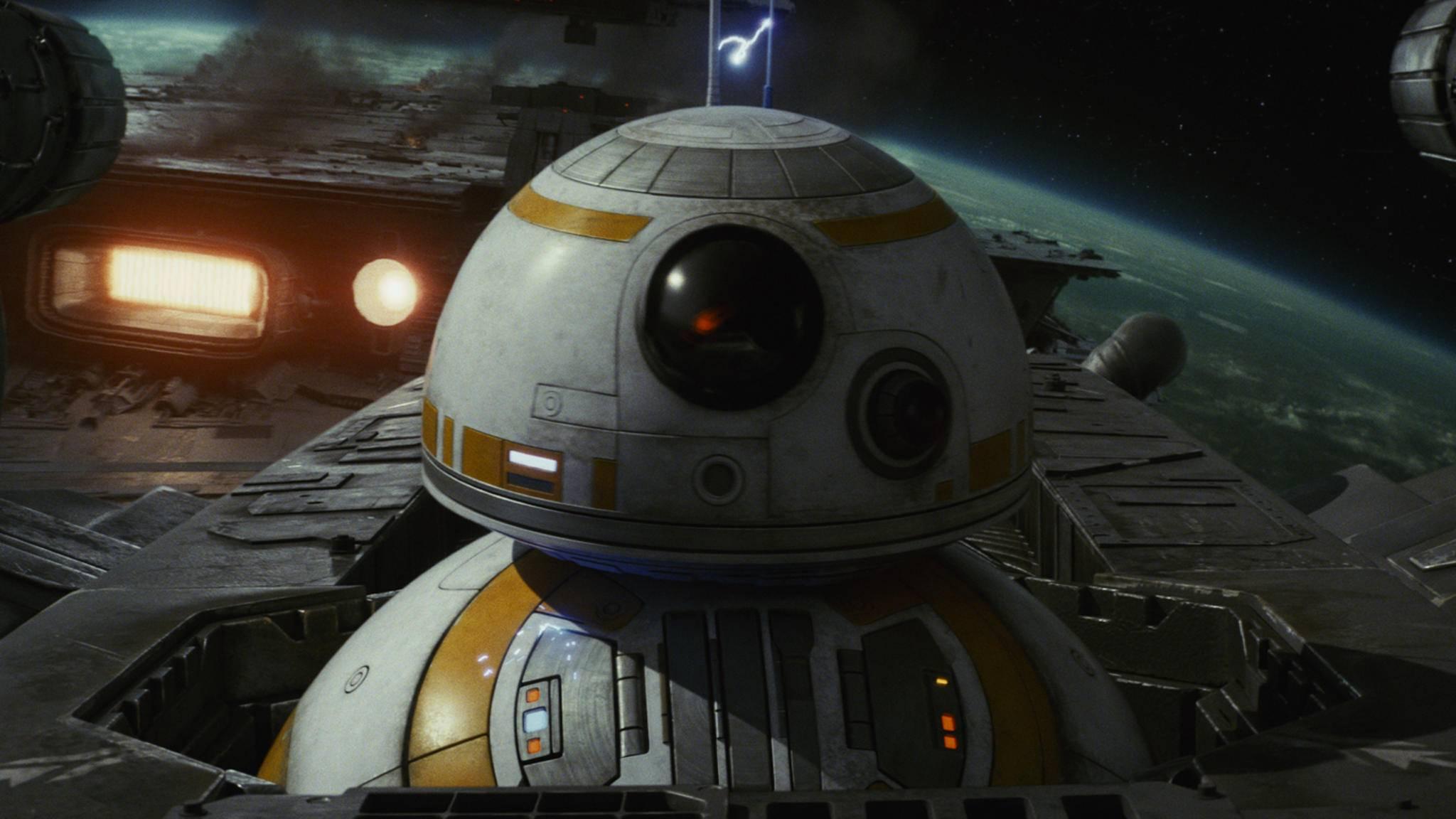 """BB-8 ist einer der Stars der ersten Filmminuten von """"Star Wars: Die letzten Jedi""""."""