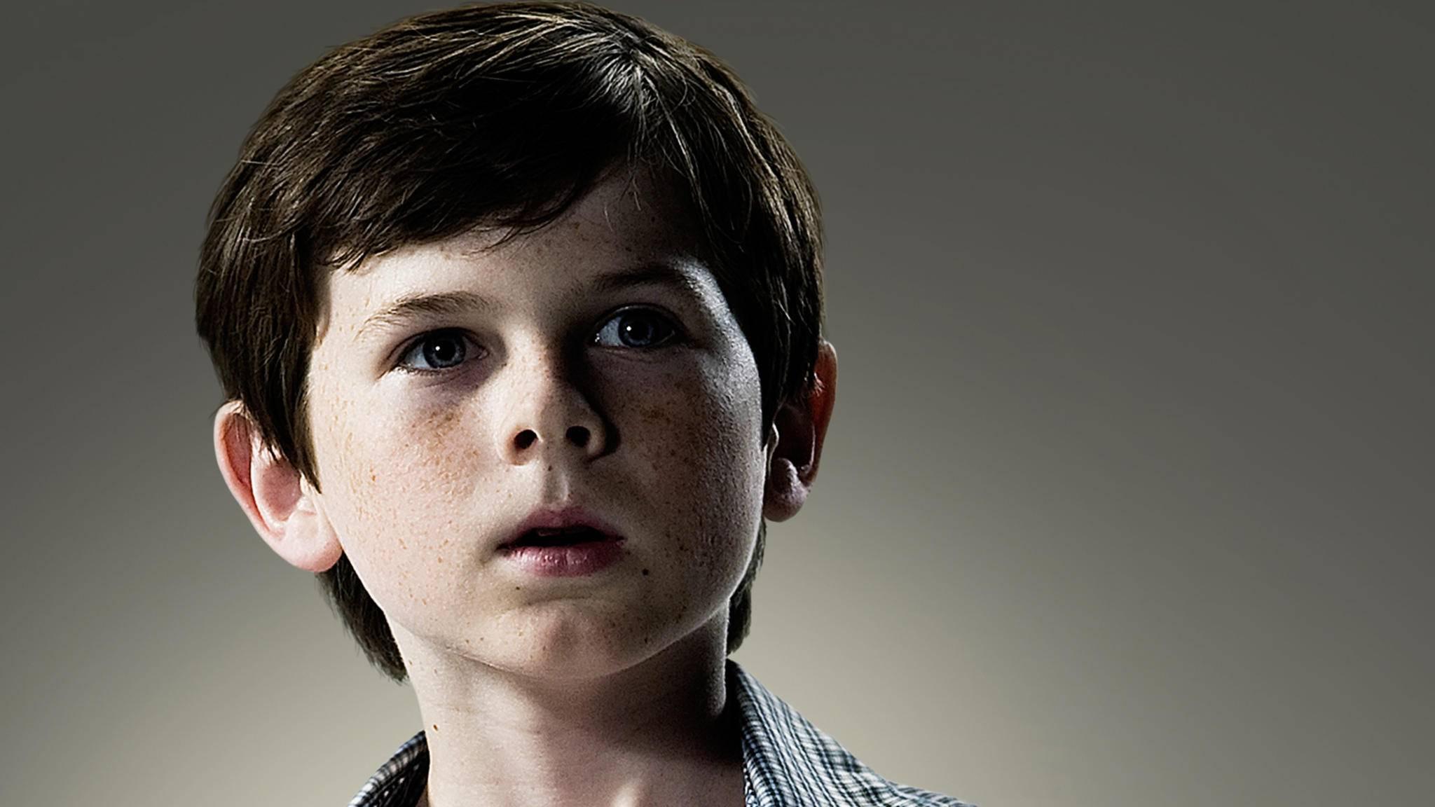Zu Beginn von Staffel 1 ist Carl Grimes etwa 10 Jahre alt.