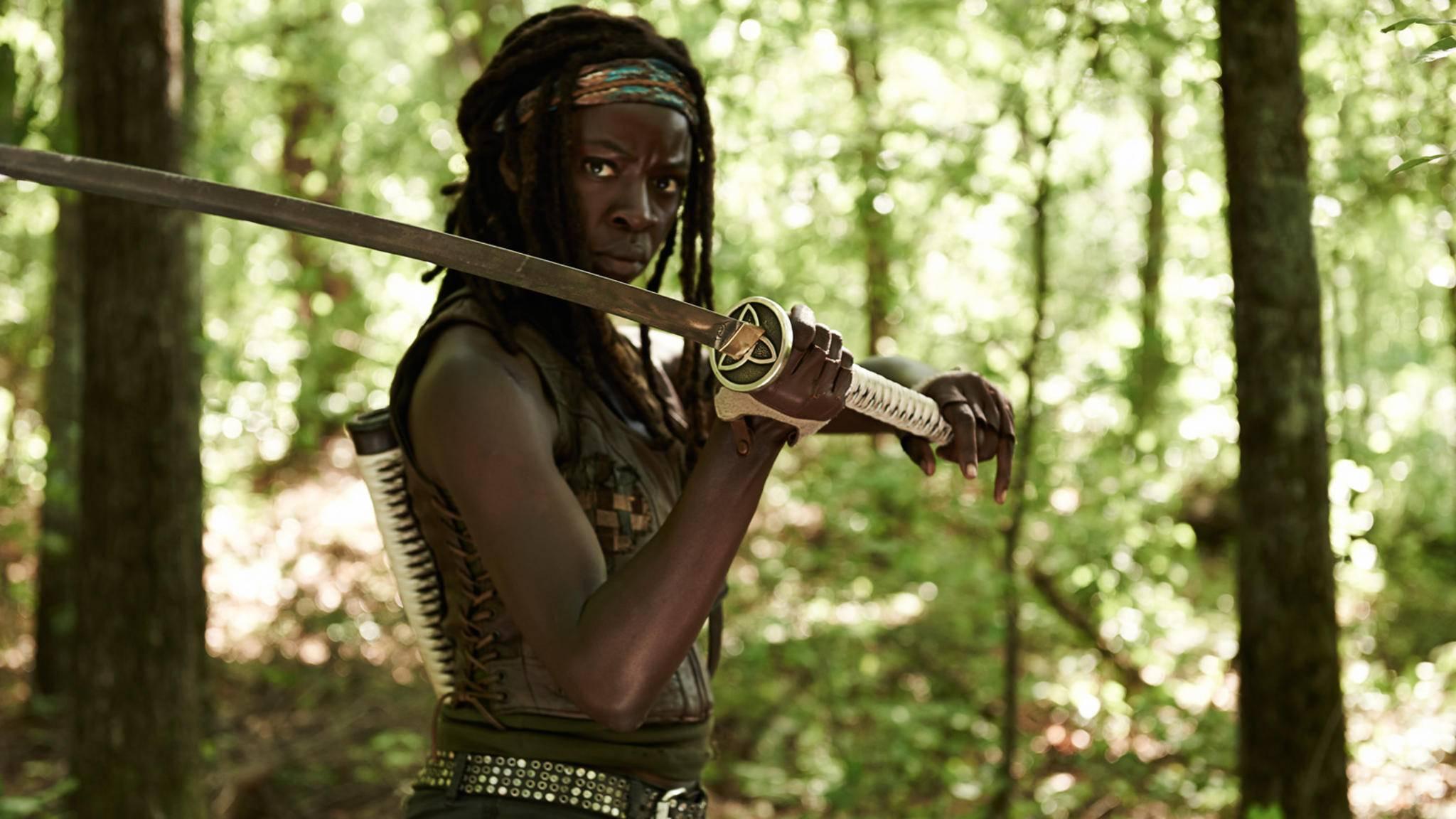 """Michonne zieht sich zu Beginn von """"The Walking Dead"""" in ihren eigenen Kokon zurück."""