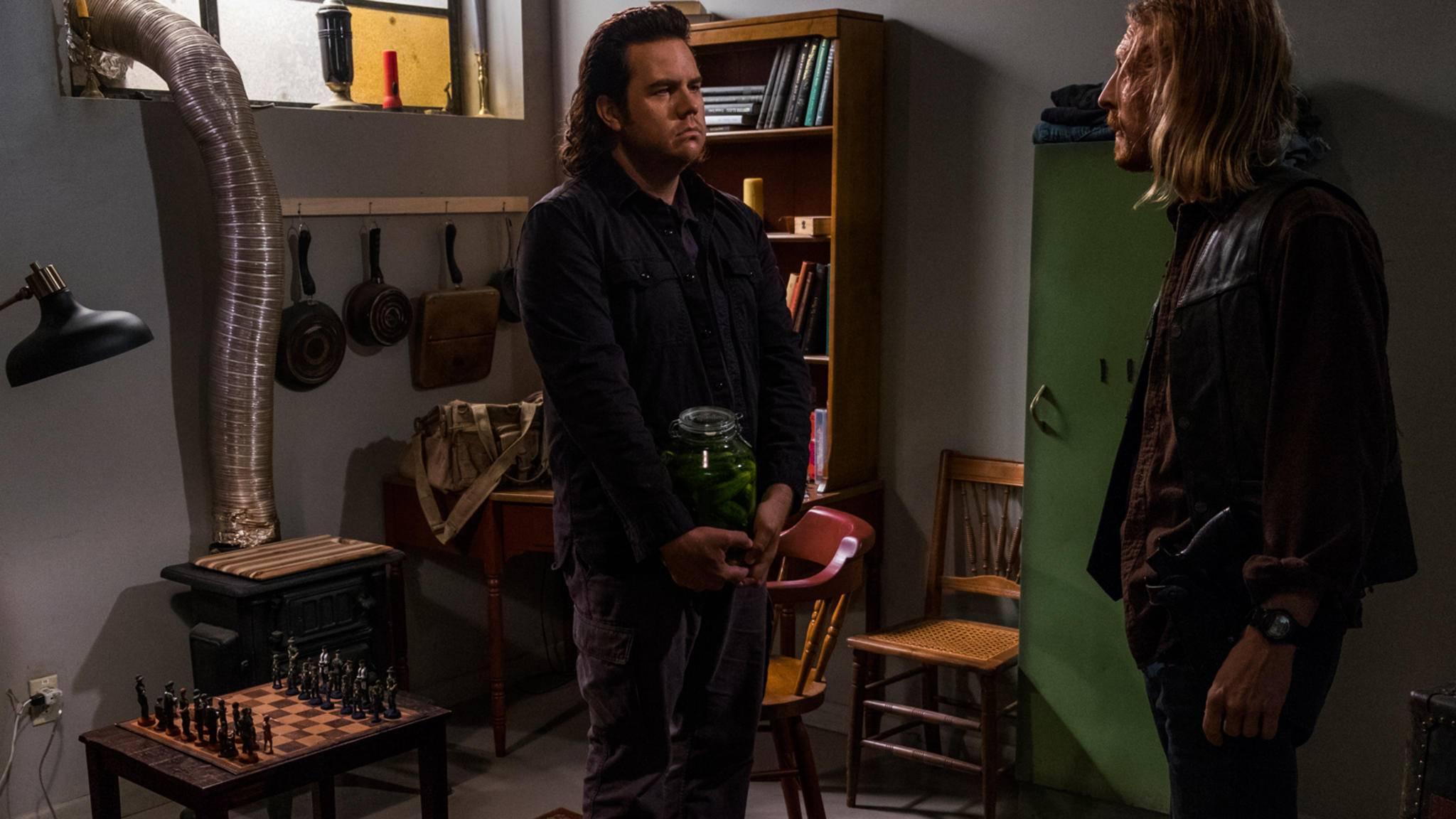 Eugene versucht auf seine unbeholfene Art, eine neue Allianz zu schmieden.