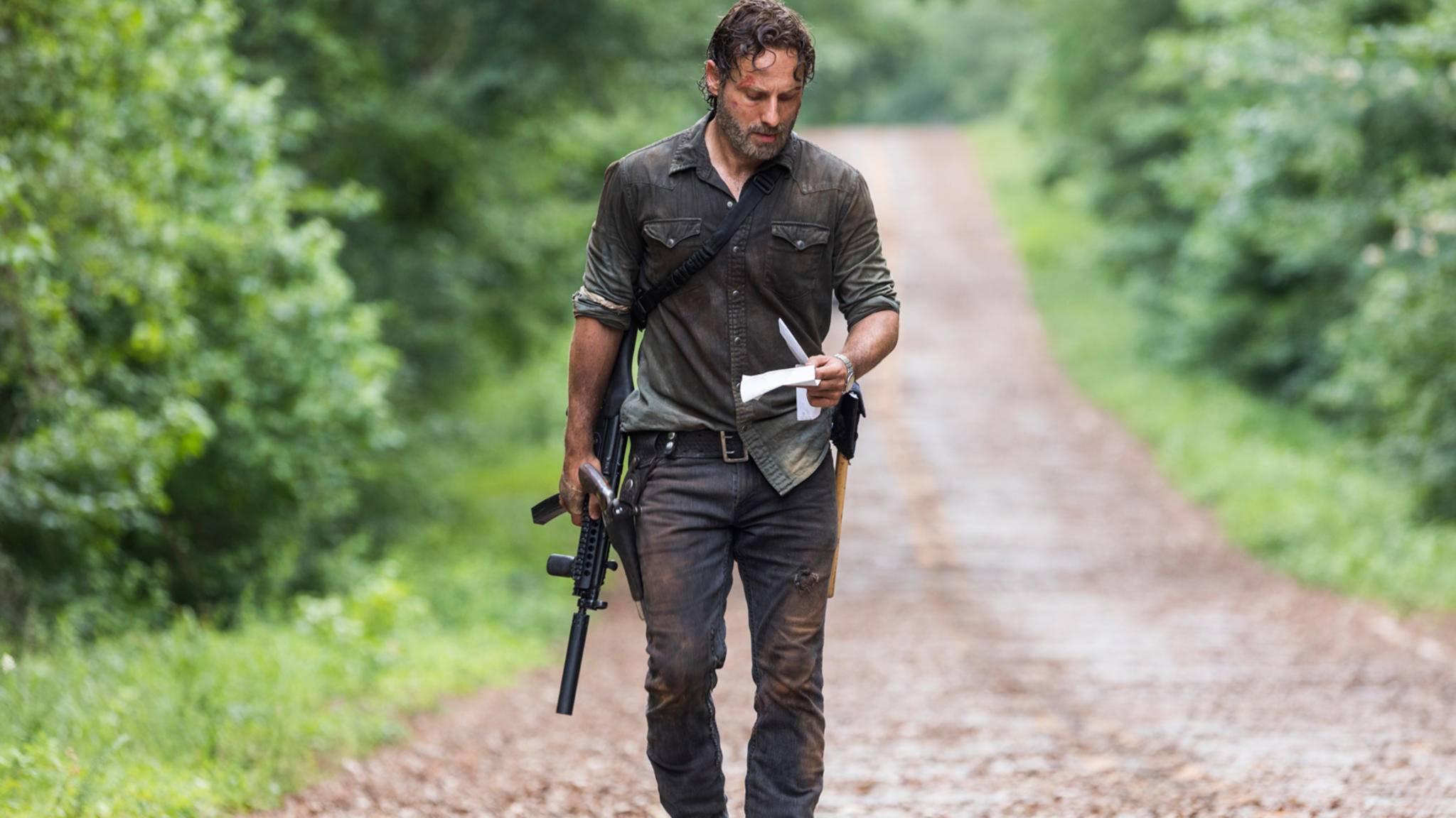 """Sitzt der Text? Andrew Lincoln hat sein ganz eigenes """"The Walking Dead""""-Ständchen eingesungen."""